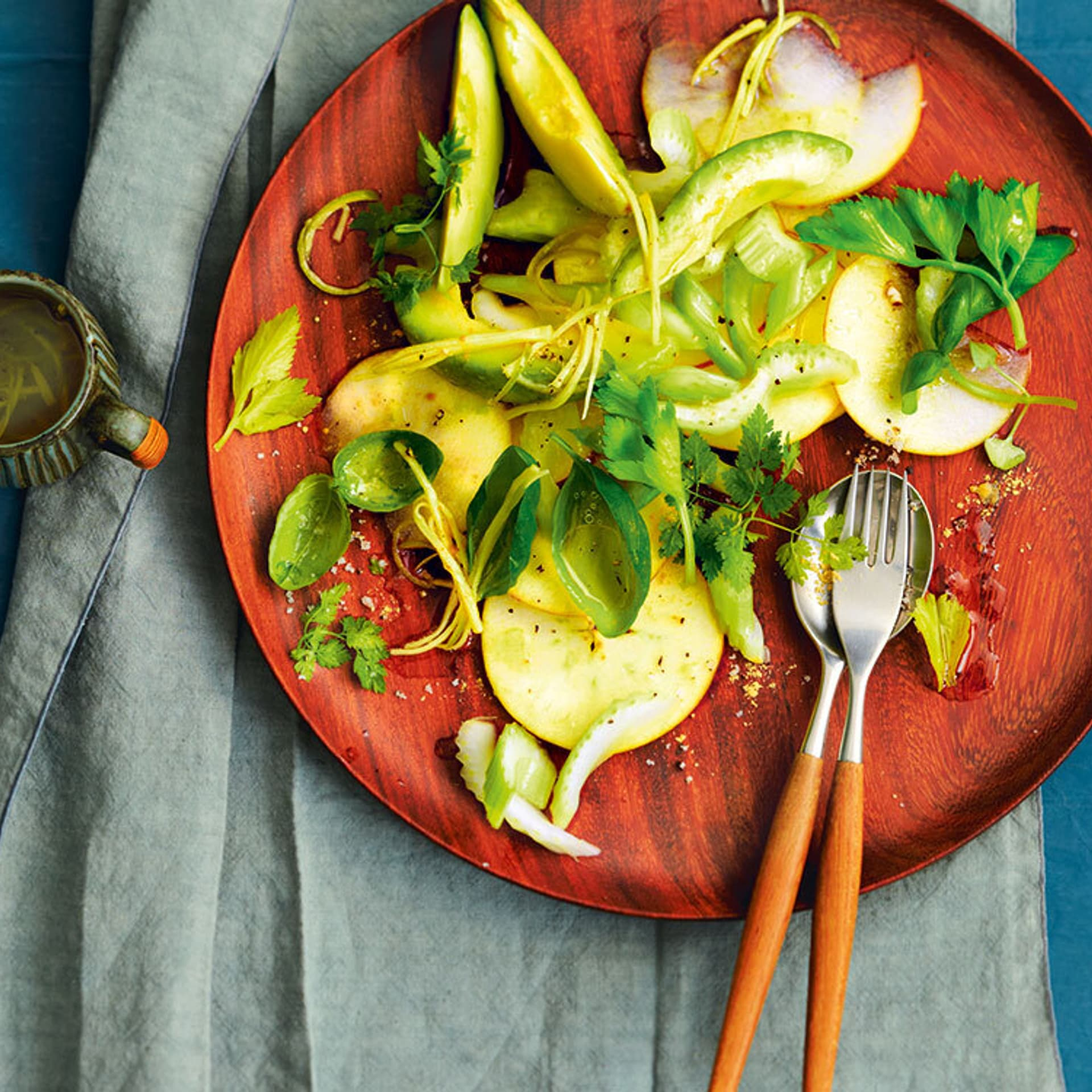 Avocado apfelsalat mit ingwerdressing
