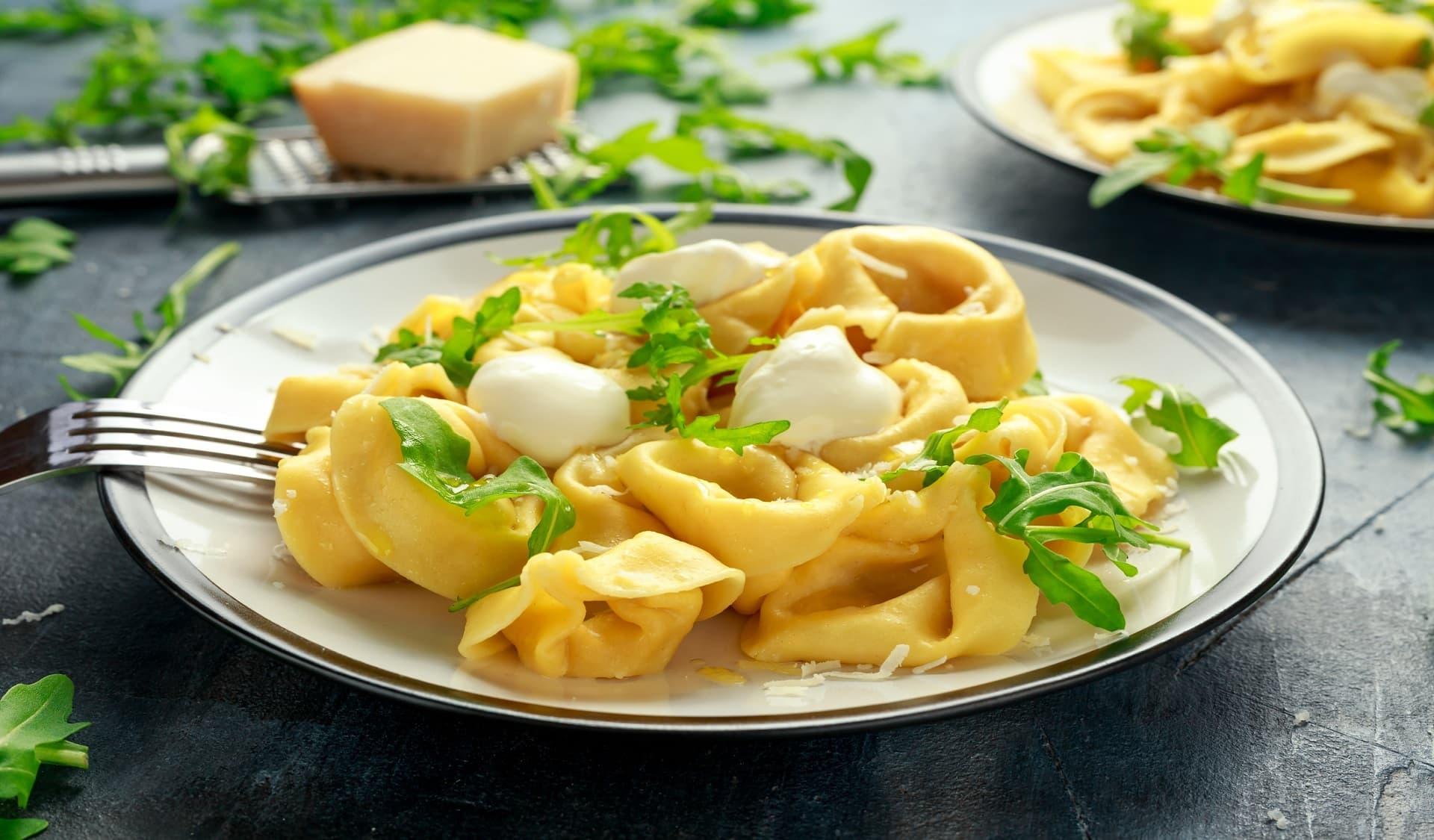 Teller mit Tortellini