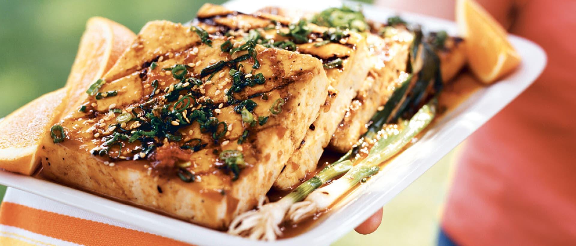 Tofu bereichert die Küche in vielerlei Hinsicht.