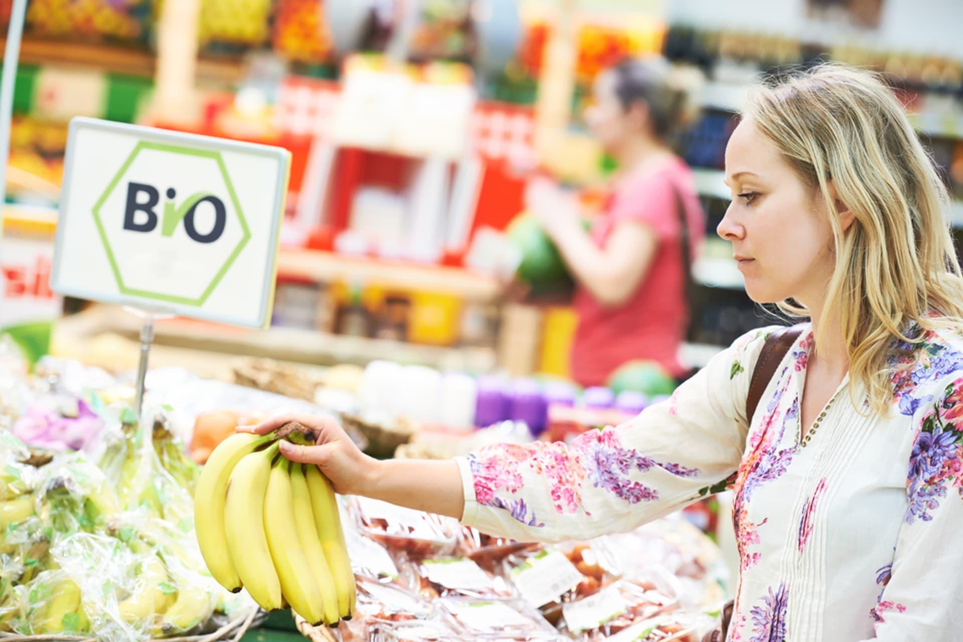 Bio einkaufen Siegel c Shutterstock Dmitry Kalinovsky