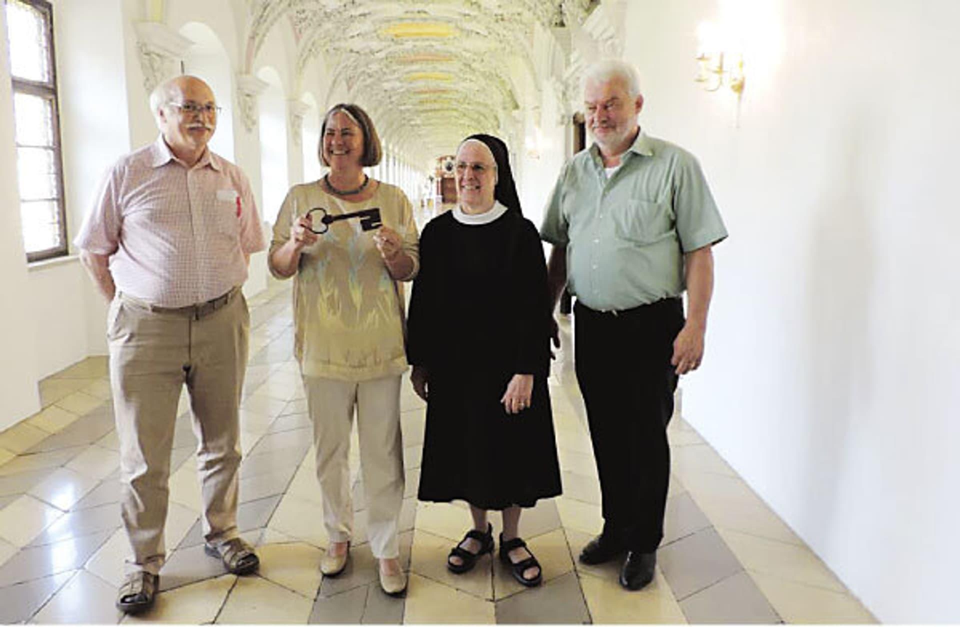 Martina Gebhardt bei der Schlüsselübergabe im Kloster Wessobrunn.