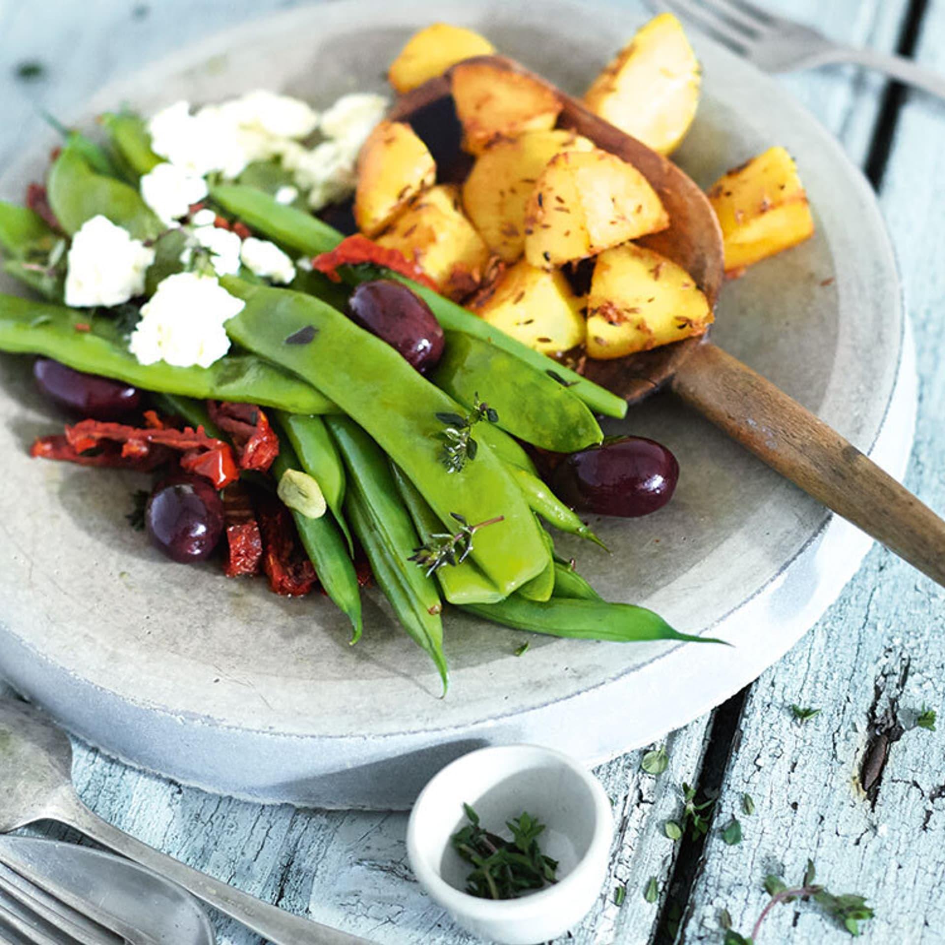 Bohnengemuese mit Kartoffeln und Schafskaese
