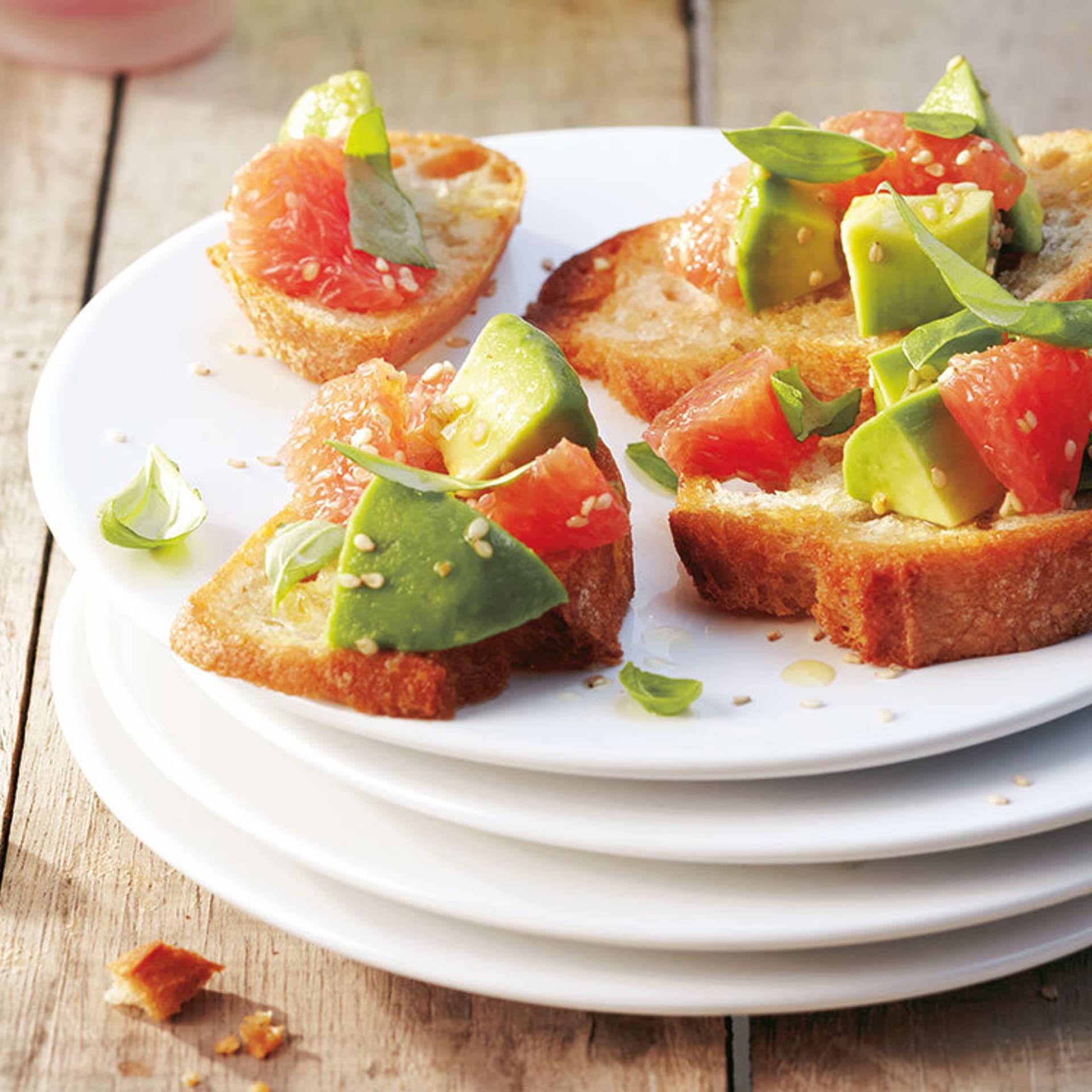 Bruschetta mit Avocado und Grapefruit