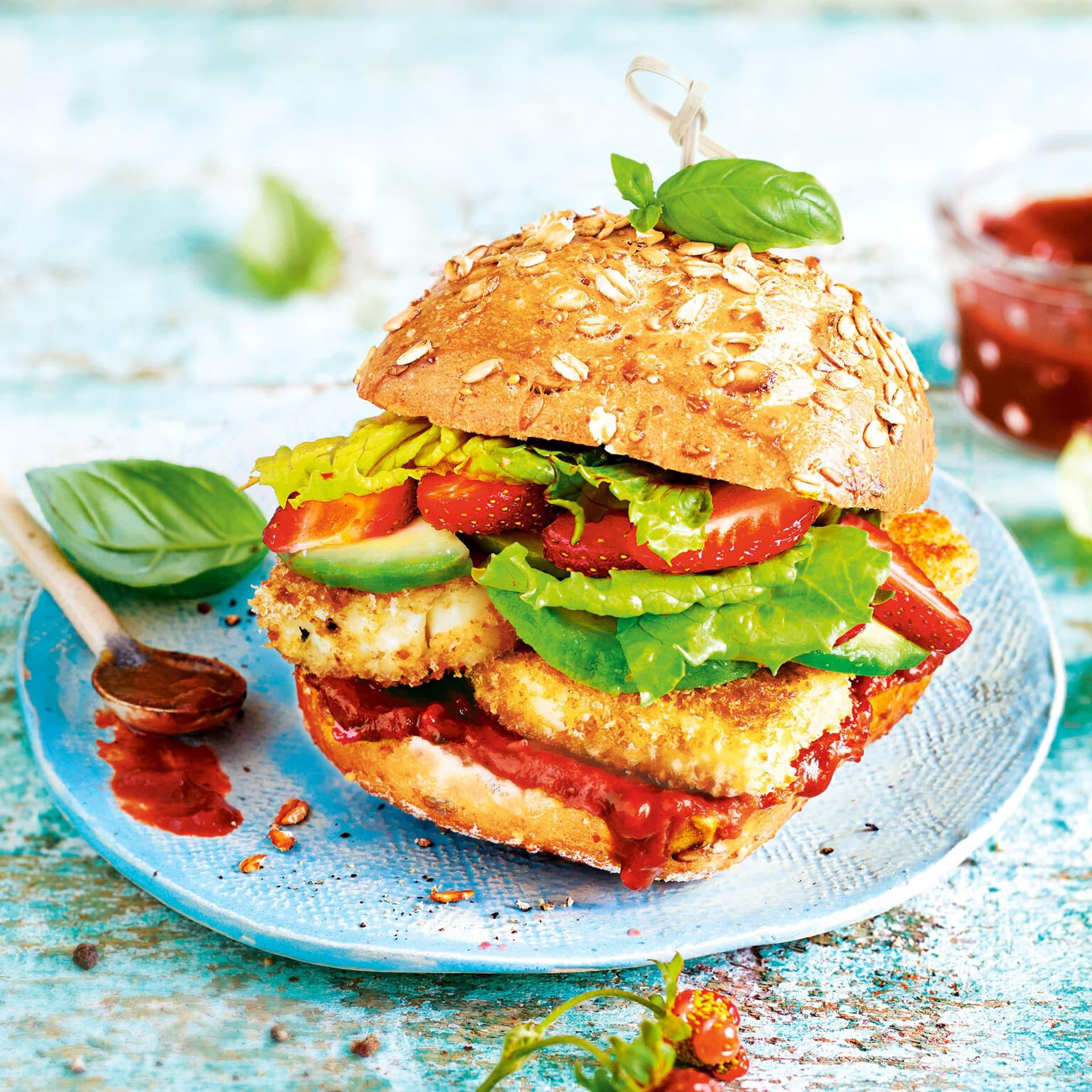 Halloumi Burger mit Erdbeer Tomaten Ketchup