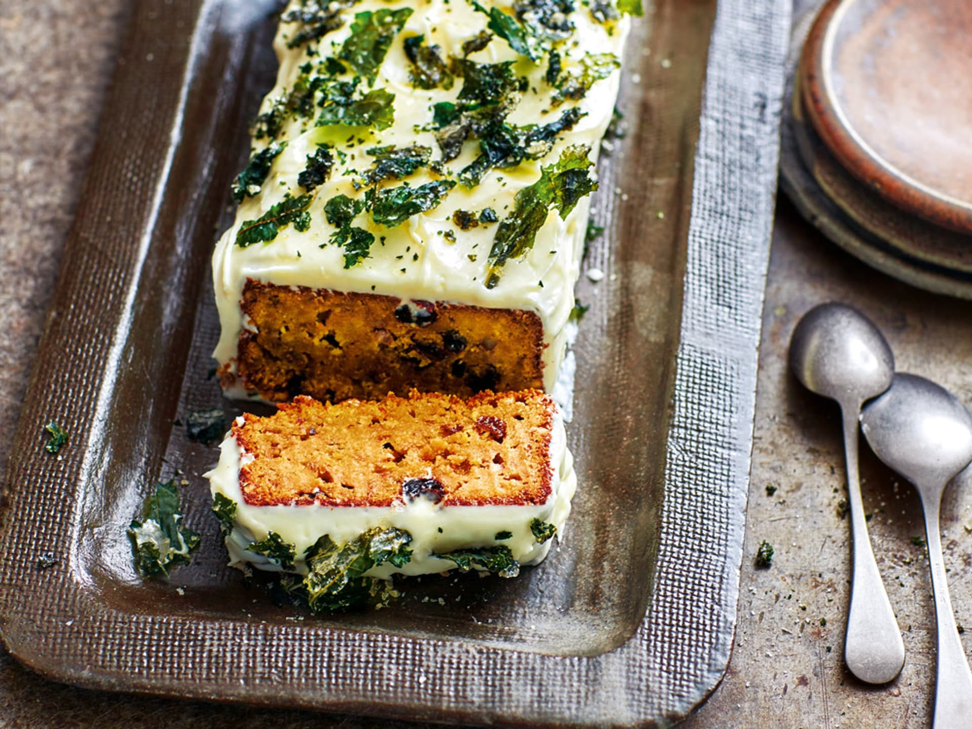 Carrotcake mit Kale-Chips