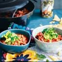Chili mit Bohnen und Avocadosalsa