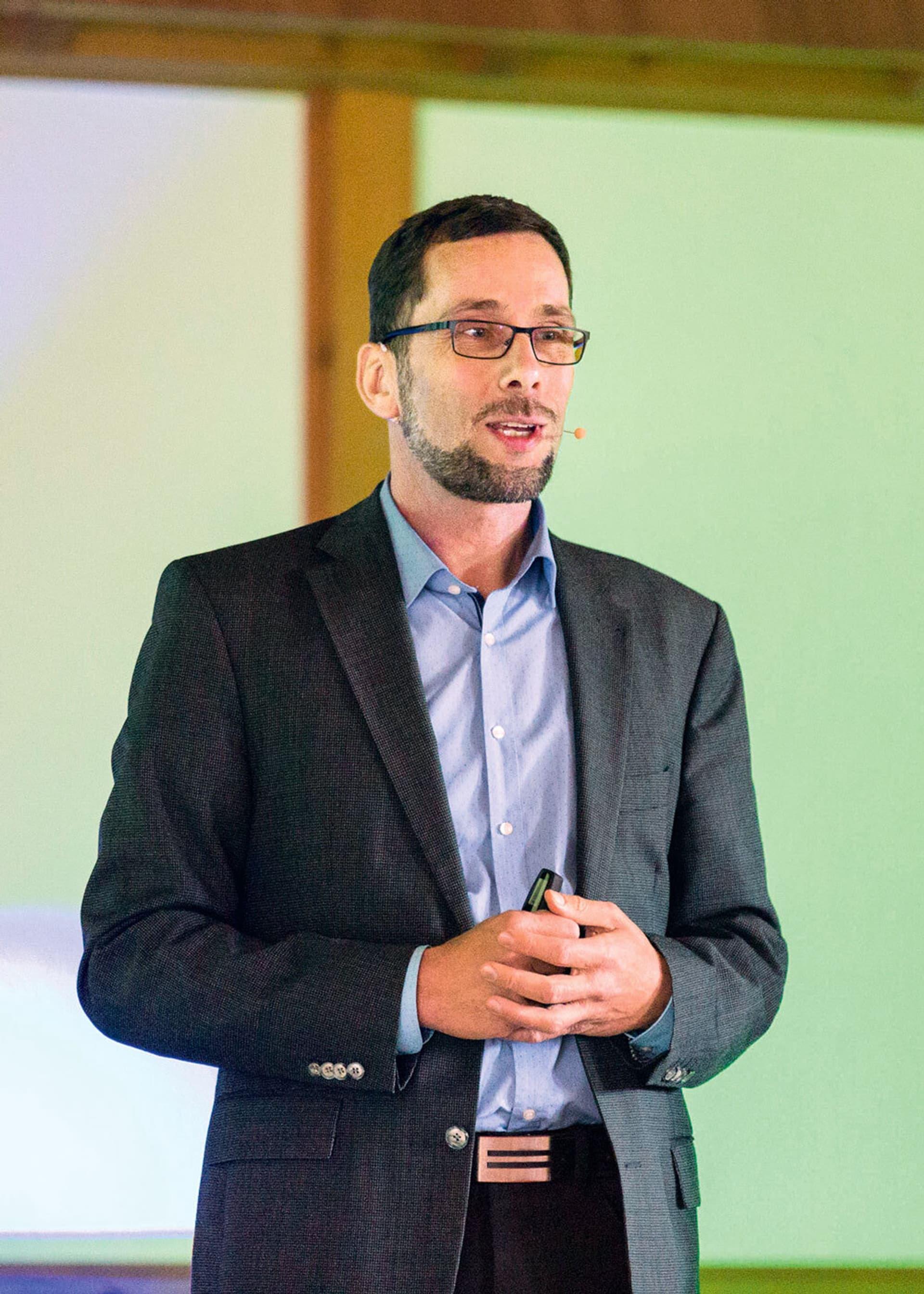 Professor Volker Quaschning während einer Präsentation.