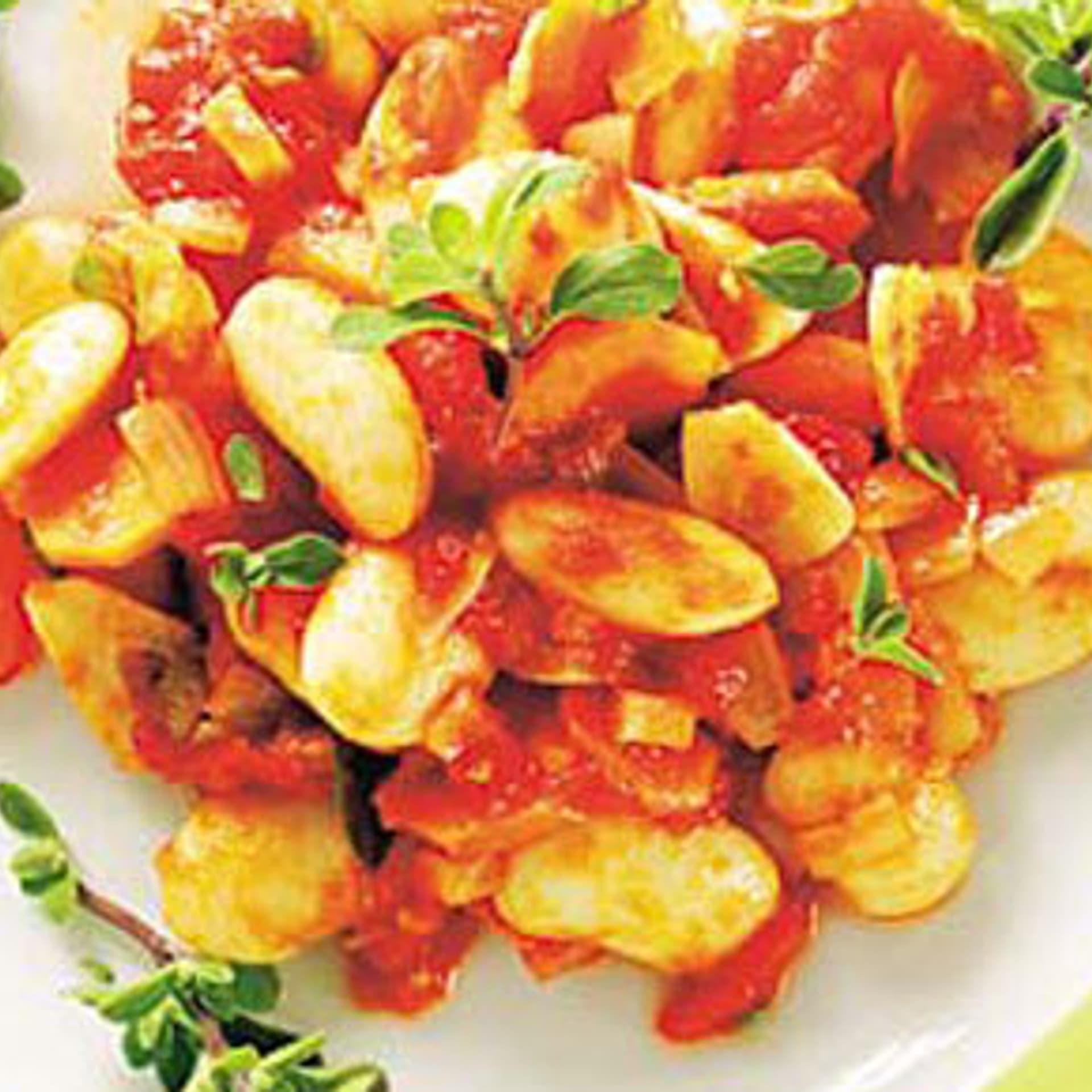 Dicke bohnen in tomatensugo