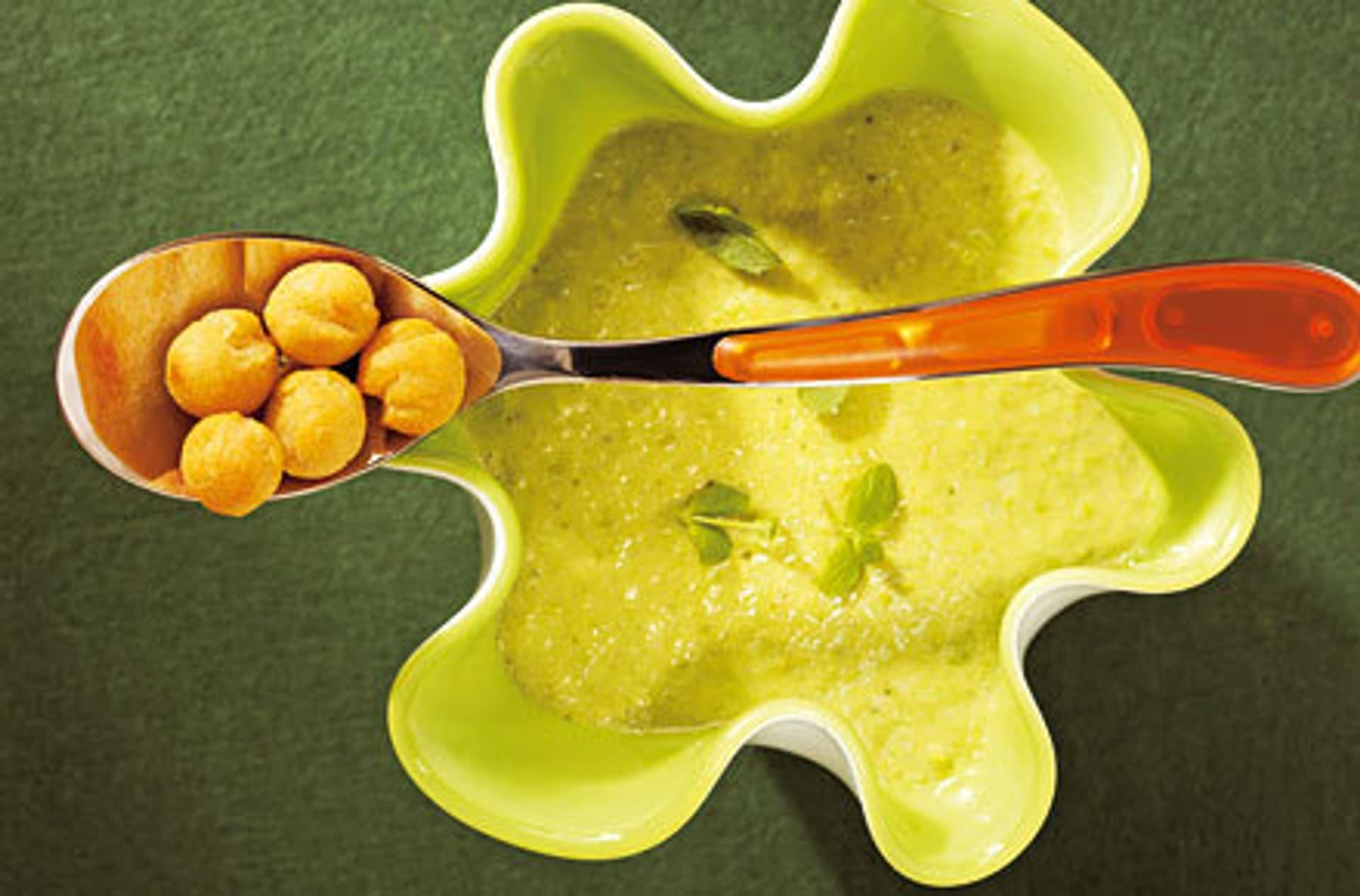 Erbsensuppe mit kaesebaellchen