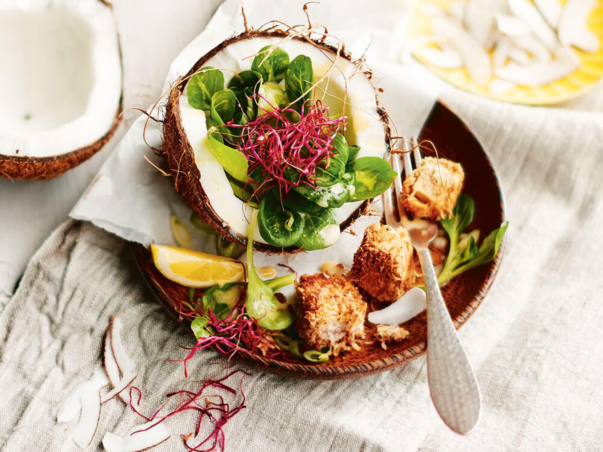 Feldsalat mit kokos tofuwuerfeln