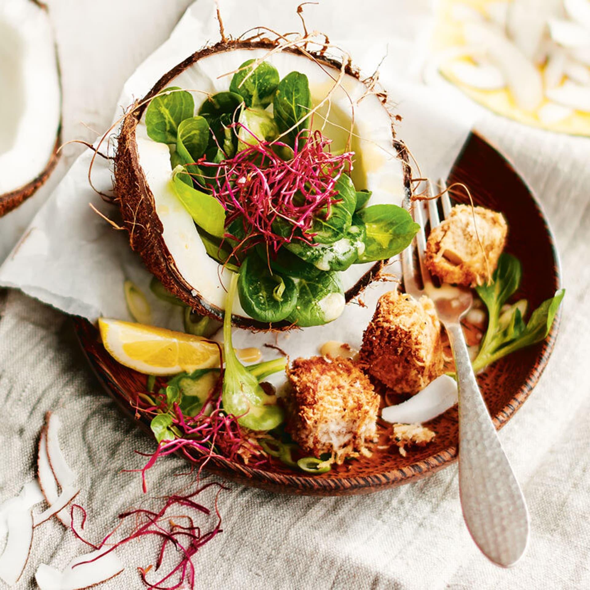 Feldsalat mit Kokos-Tofuwürfeln