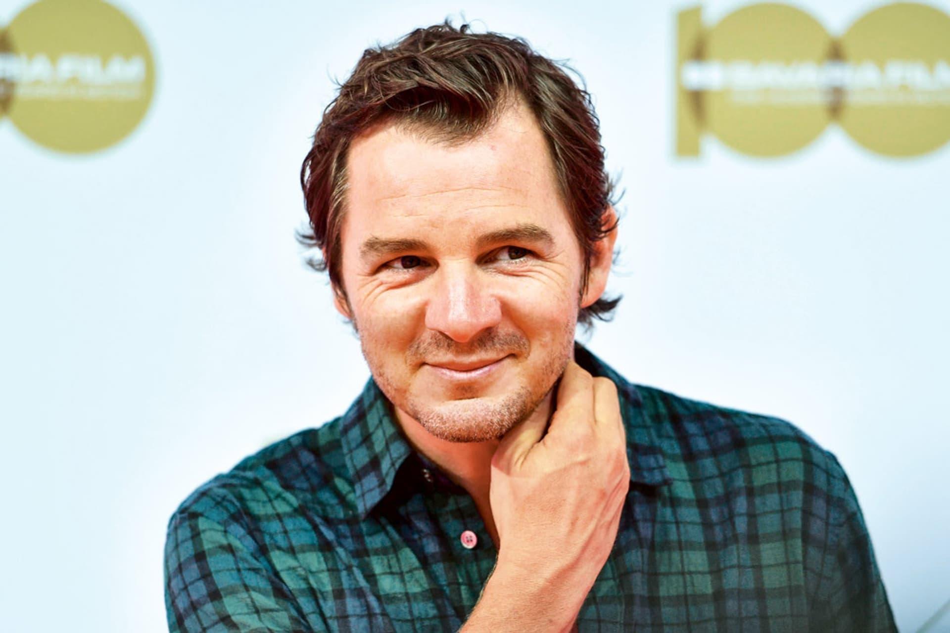 Schauspieler Felix Klare, freundlich lächelnd