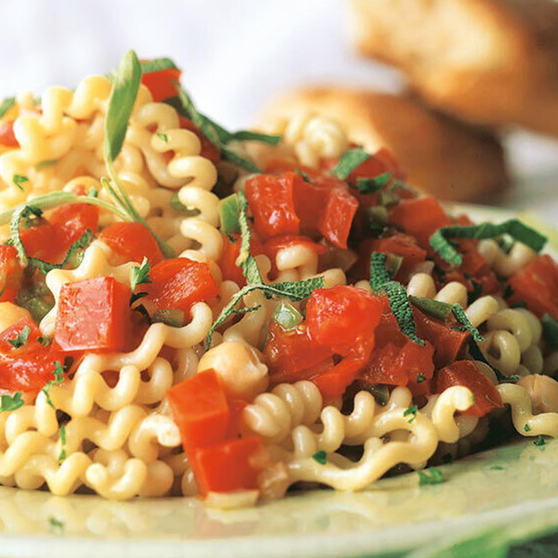 Fusilli-Salat mit Kichererbsen