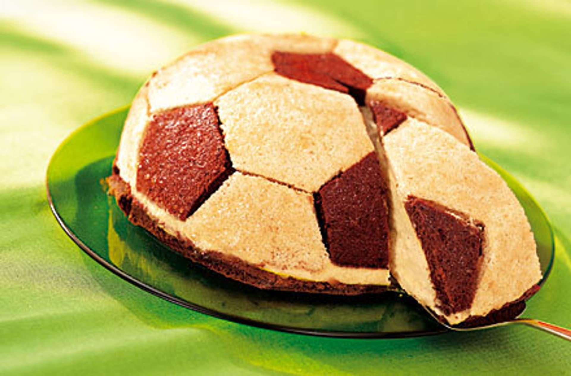 Fussball torte mit mango