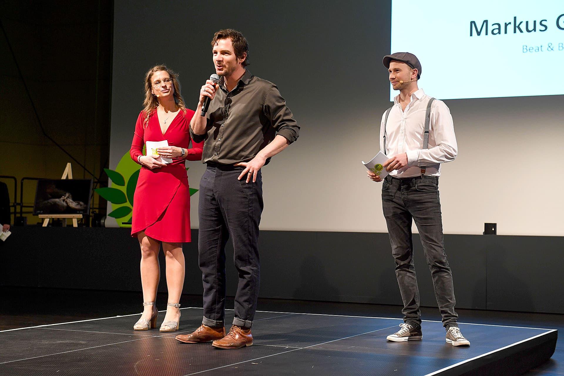 Stephanie Silber, Felix Klare und Markus Giegerich auf der Gala-Bühne.