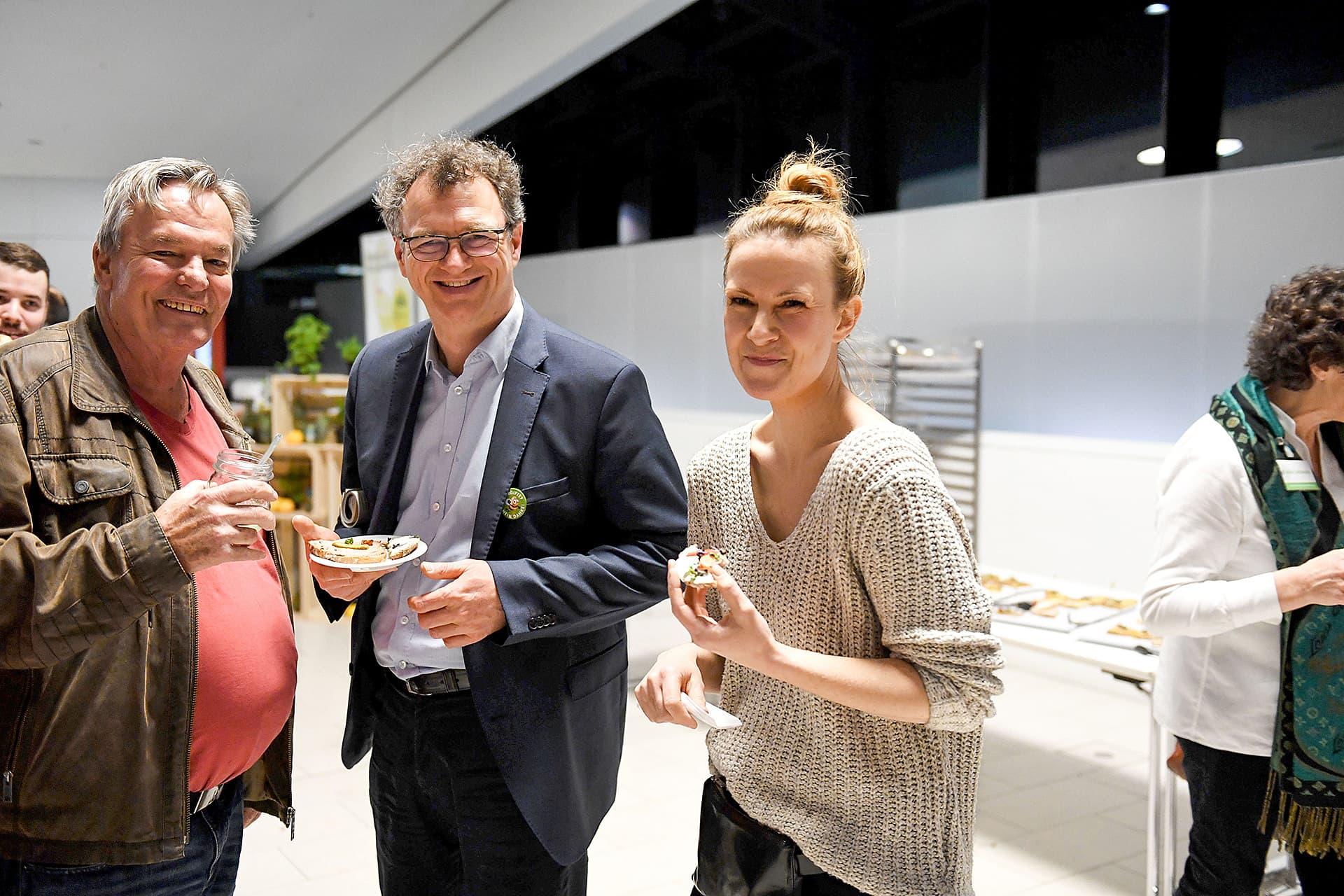 Sieger der Leserwahl beim Snack nach der Gala.