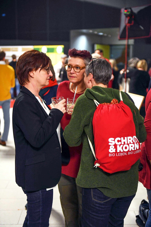 Drei Schrot&Korn-Mitarbeiterinnen beim Cocktail nach der Gala.