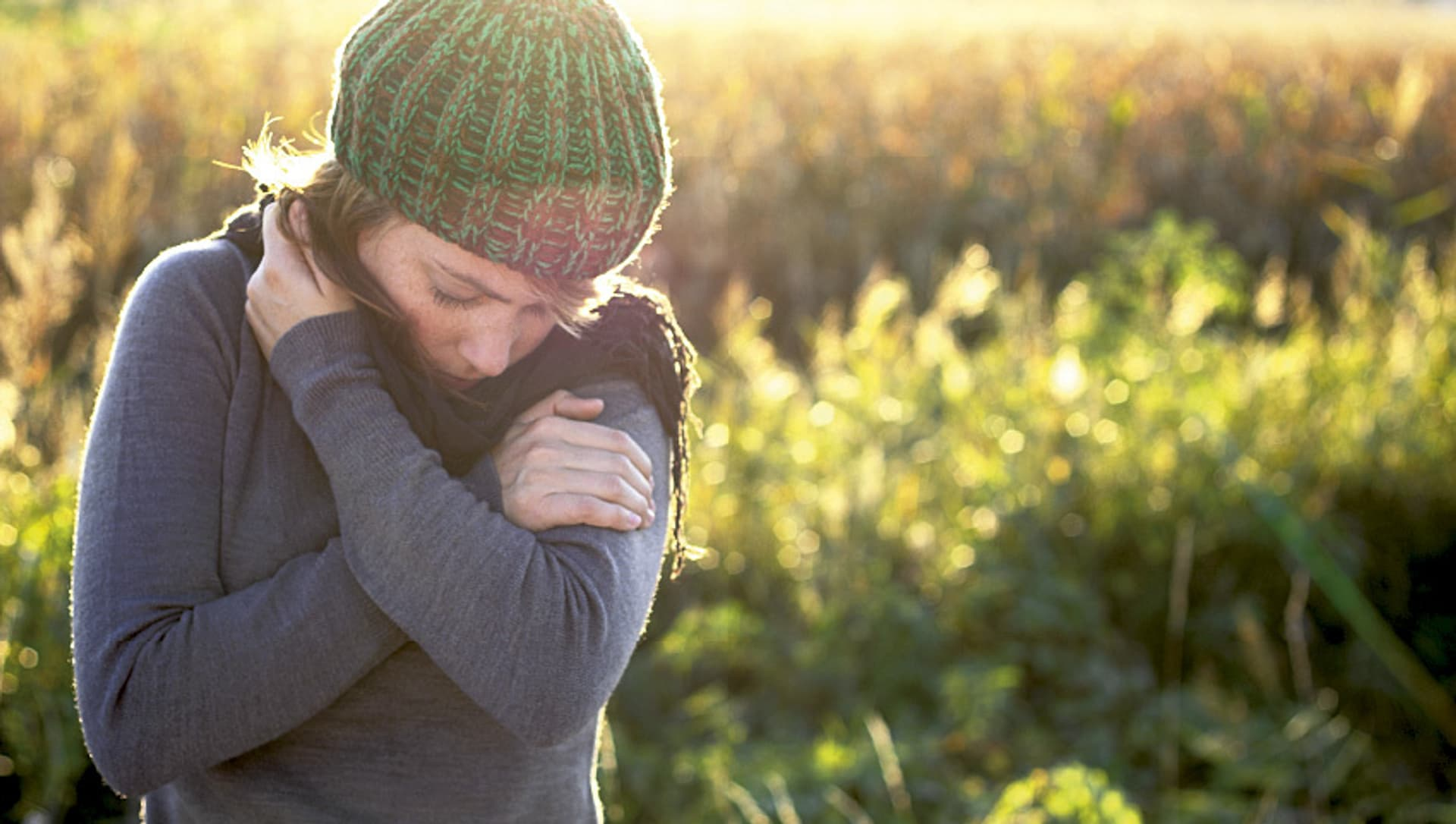Frau mit Schal und Mütze