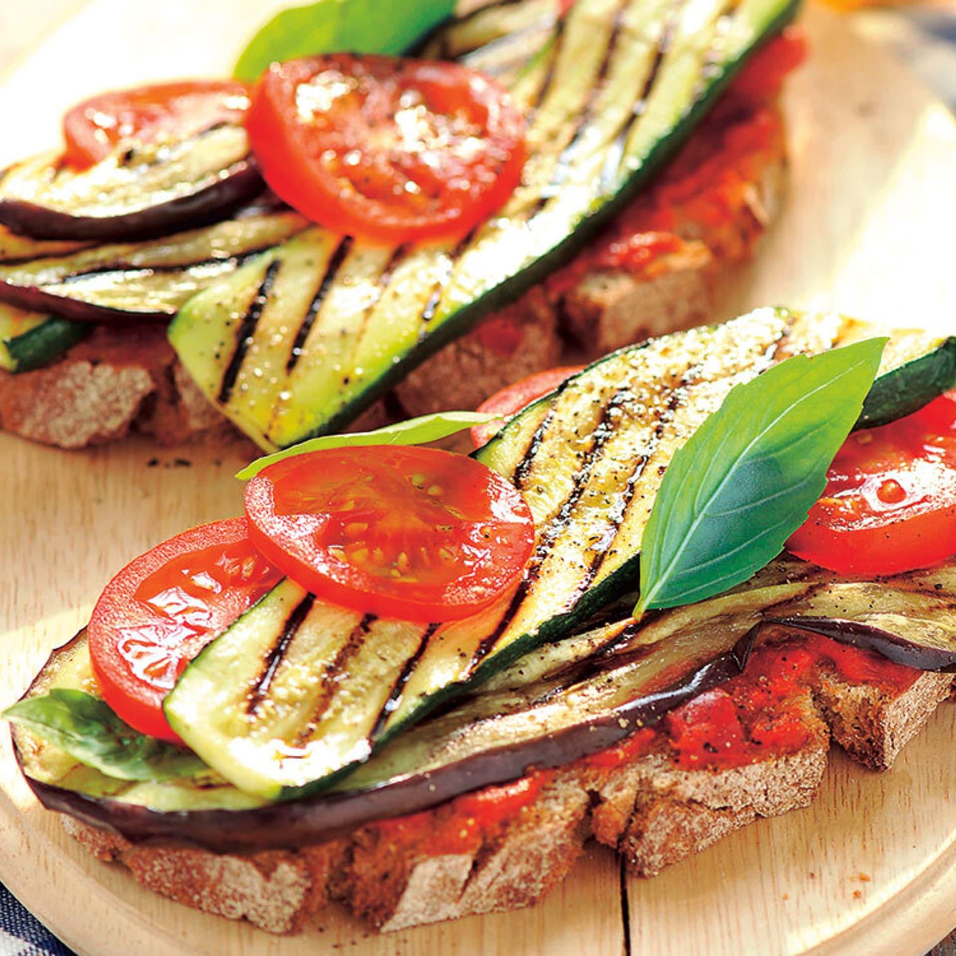 Gegrillte Auberginen-Zucchini-Brotzeit