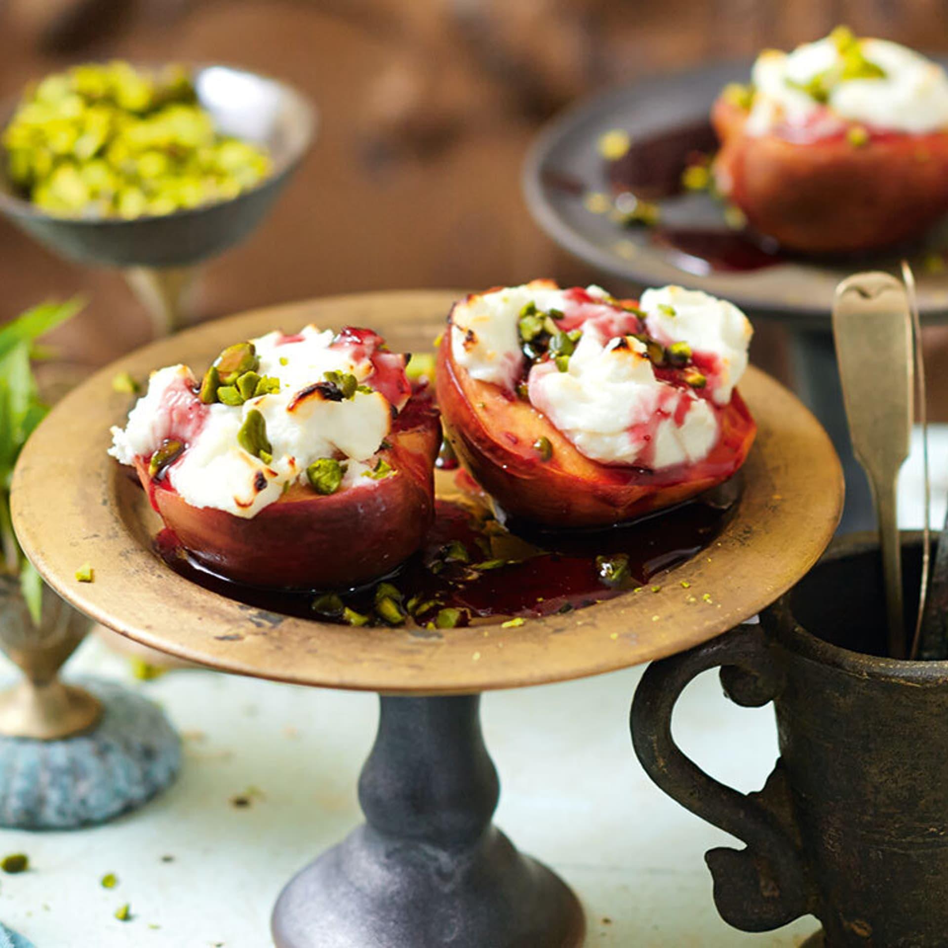 Gegrillte Pfirsiche mit Ziegenfrischkaese