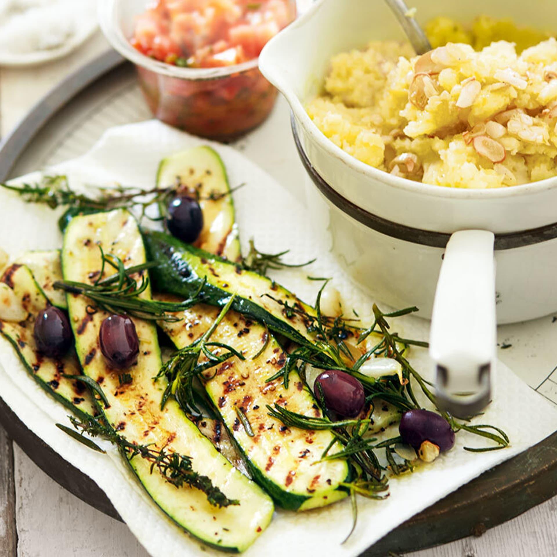 Gegrillte Zucchini mit Tomatensalsa
