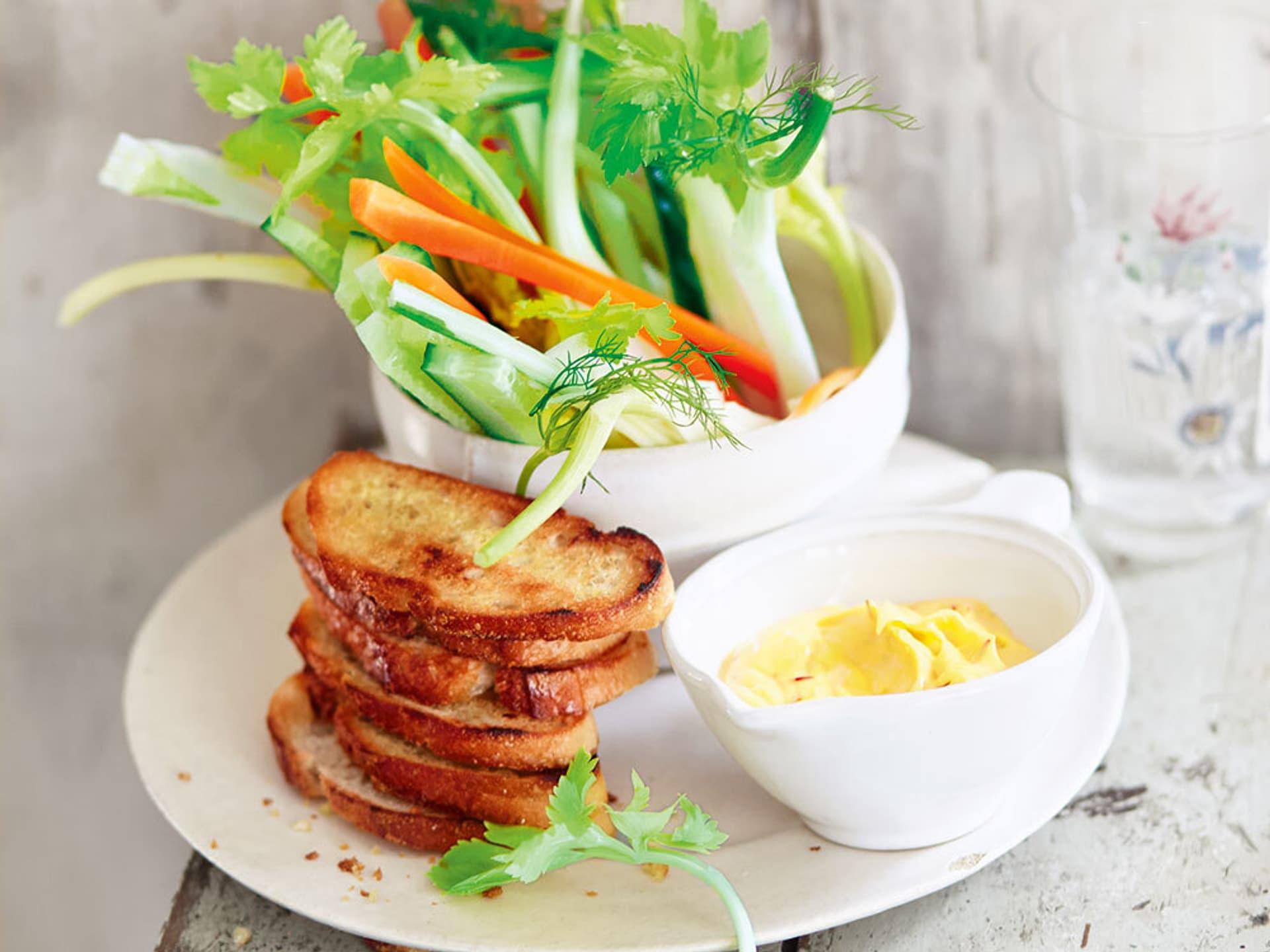 Gemuesesticks mit Safran-Knoblauch-Mayonnaise