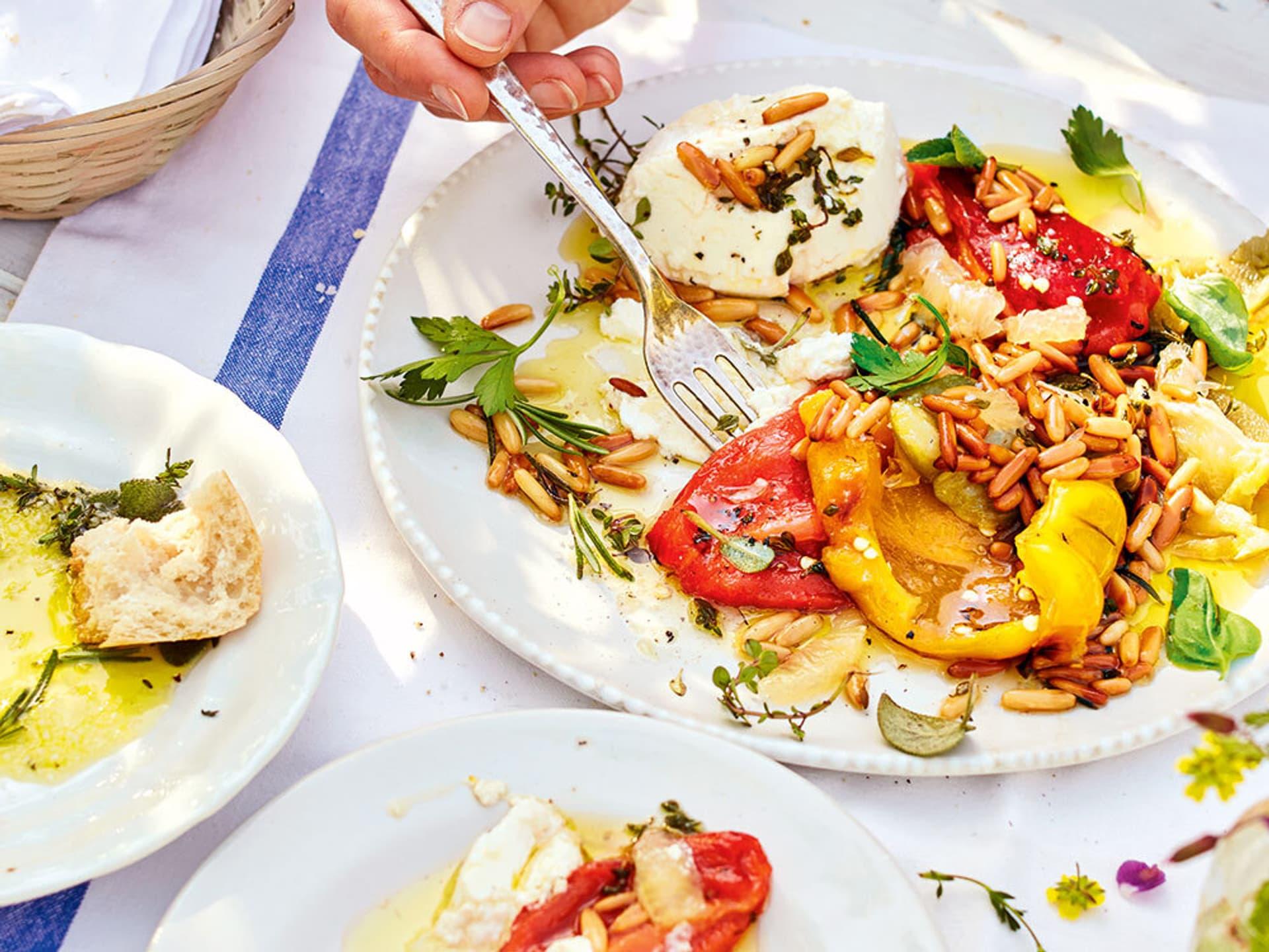 Geroestete Paprika mit Pinienkernen und Ricotta