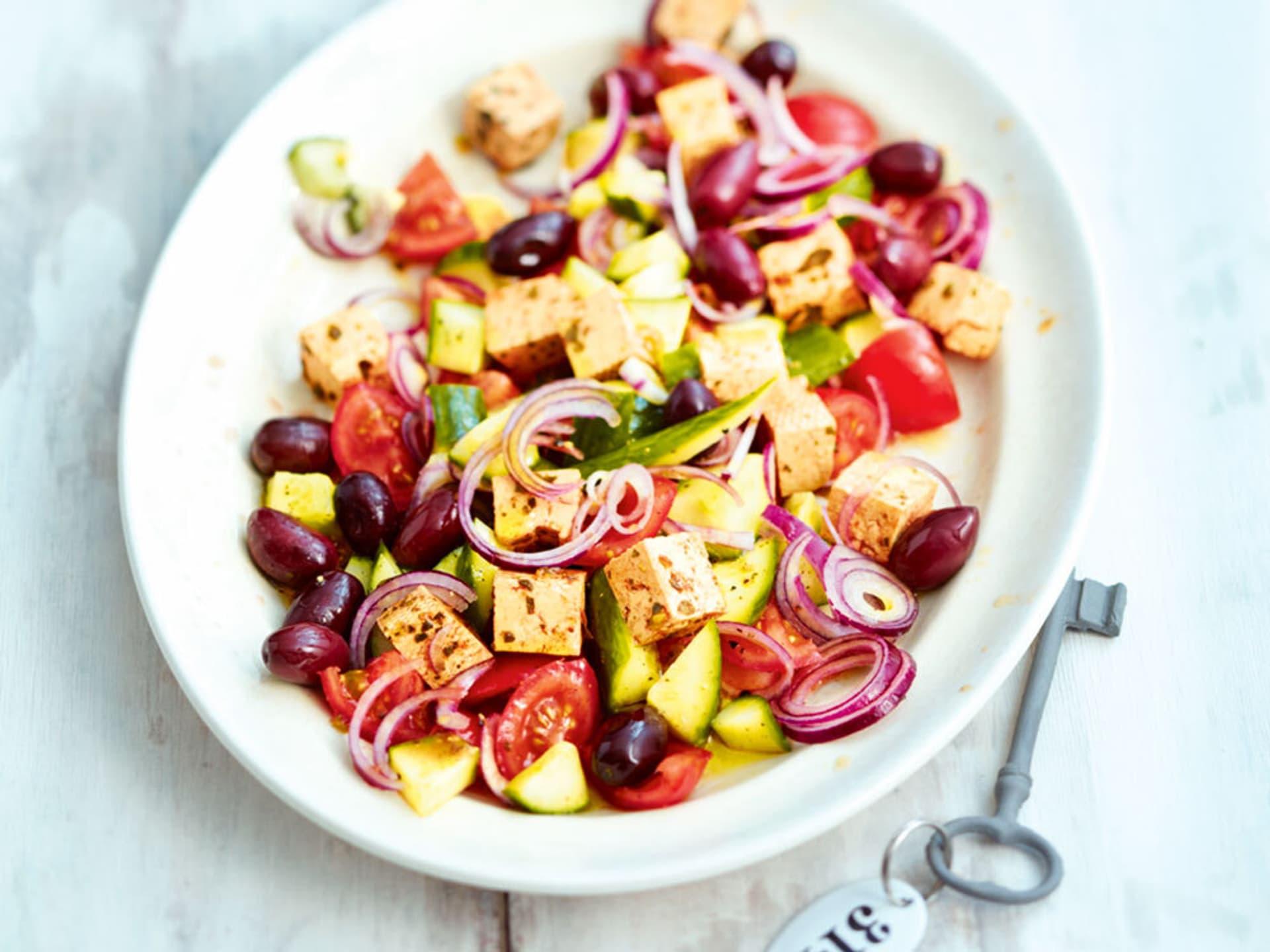 Griechischer Salat  mit Tofu-Feta