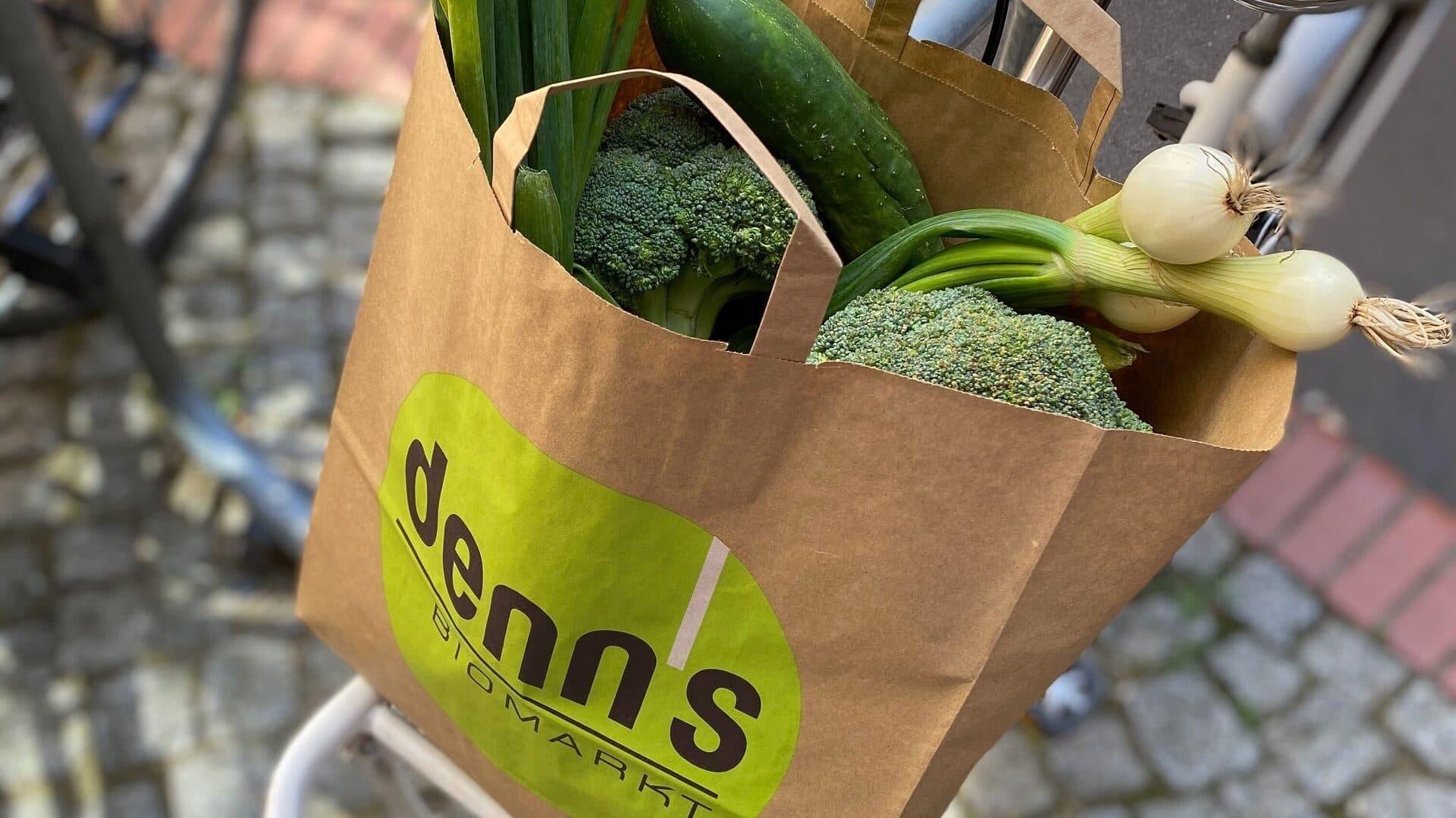 Denn's-Tüte mit geretteten Lebensmitteln