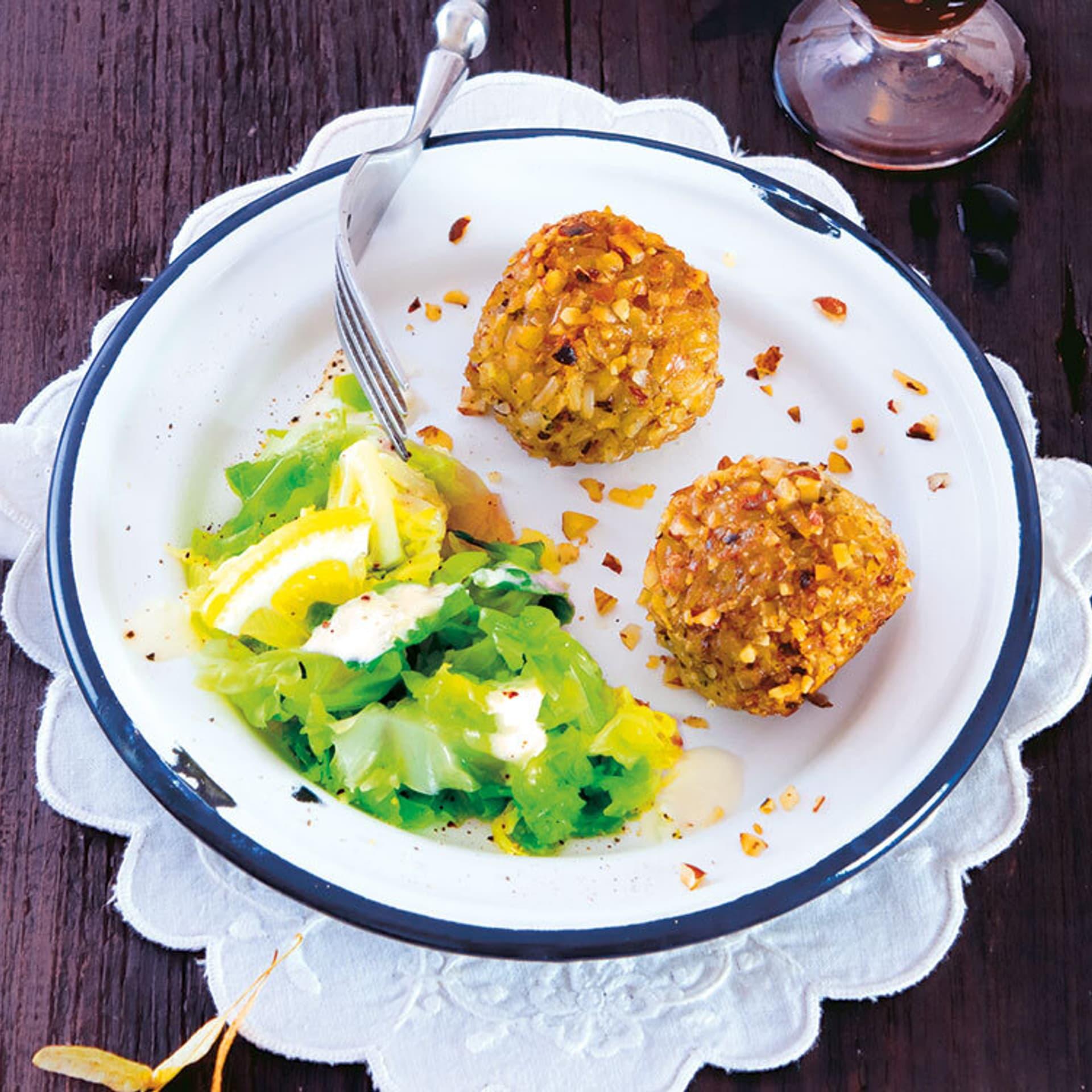 Teller mit Gemüse und Bällchen