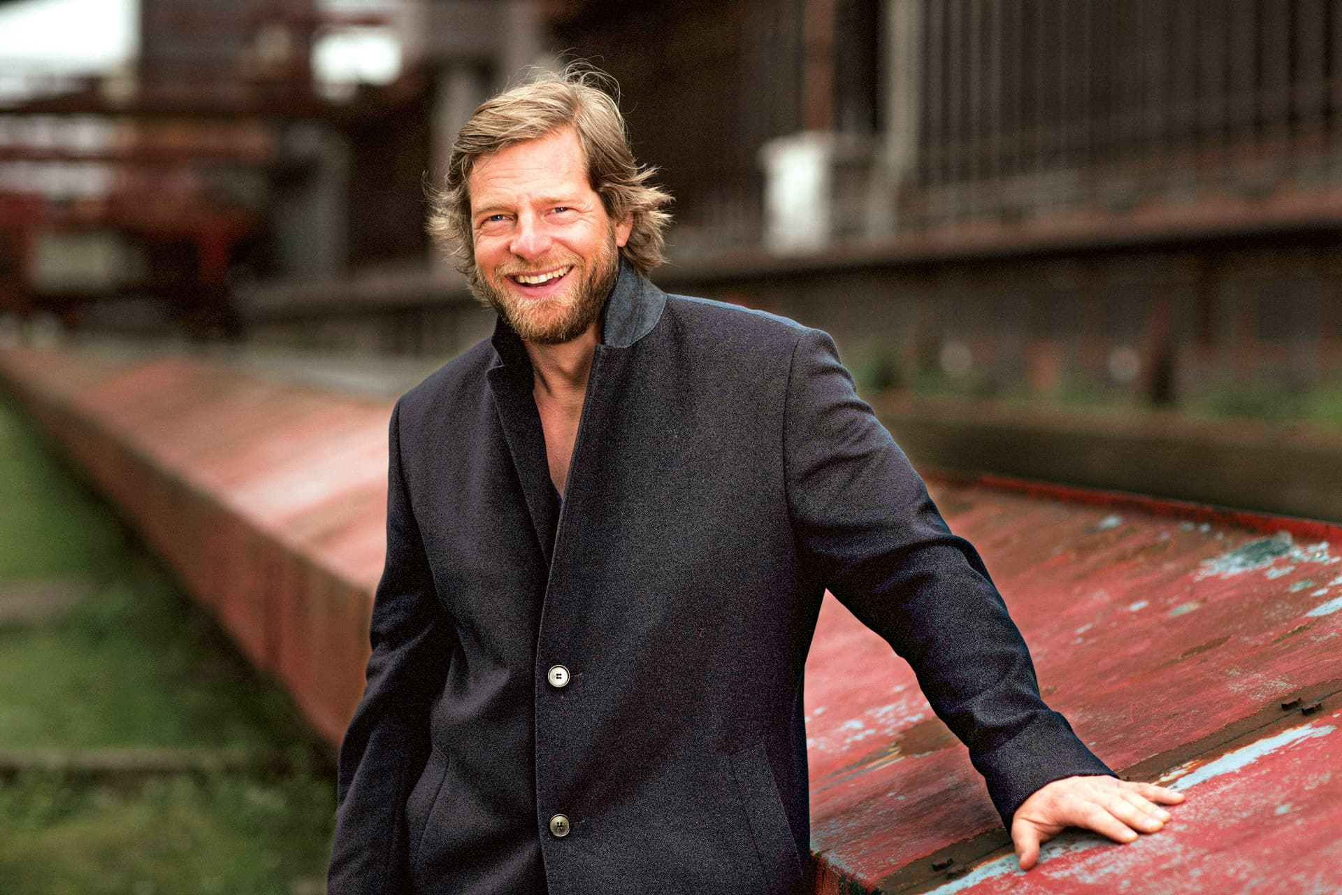 Henning  Baum, schwarzer Mantel
