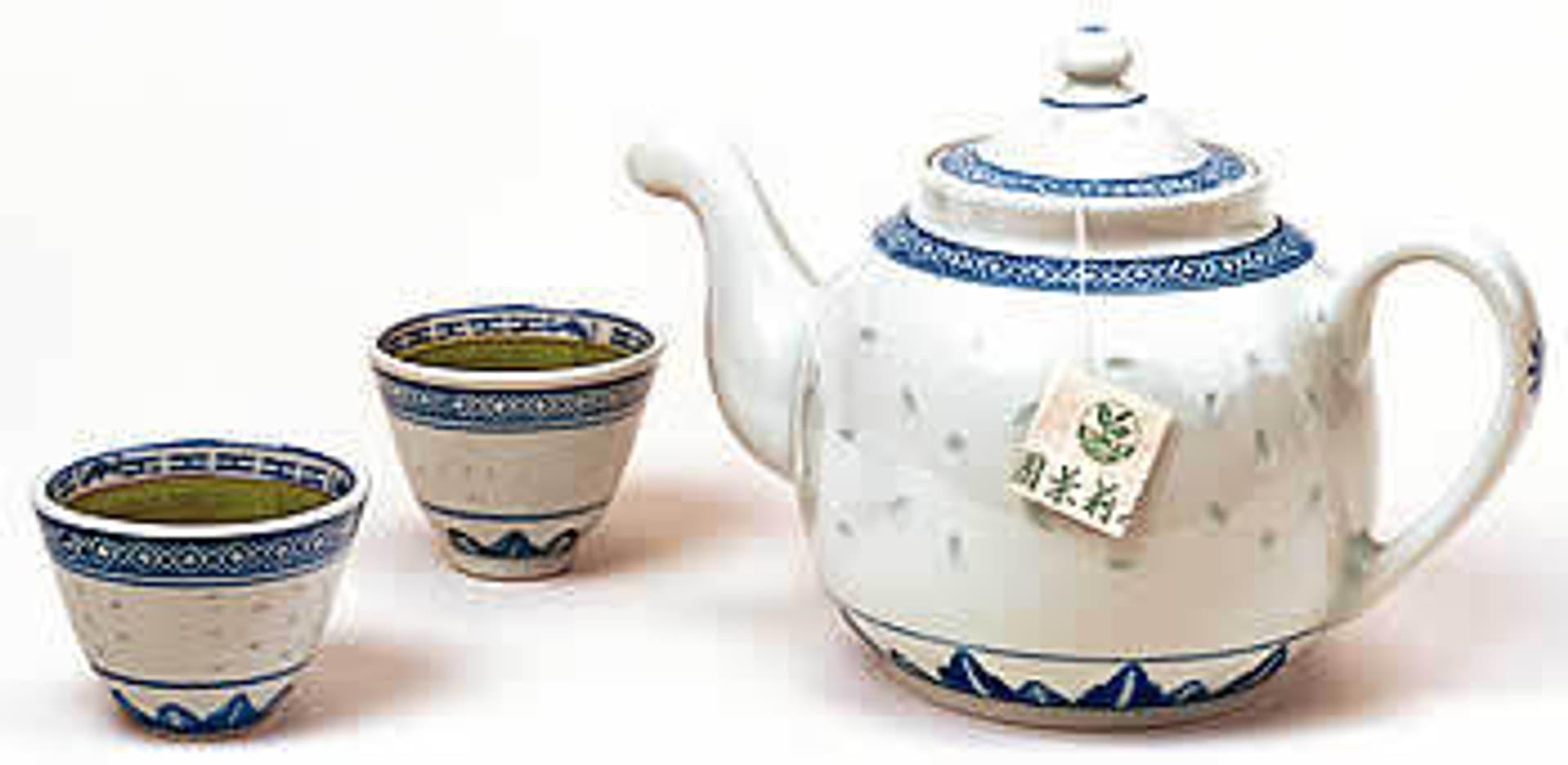 2 japanische Teetassen und eine Teekanne