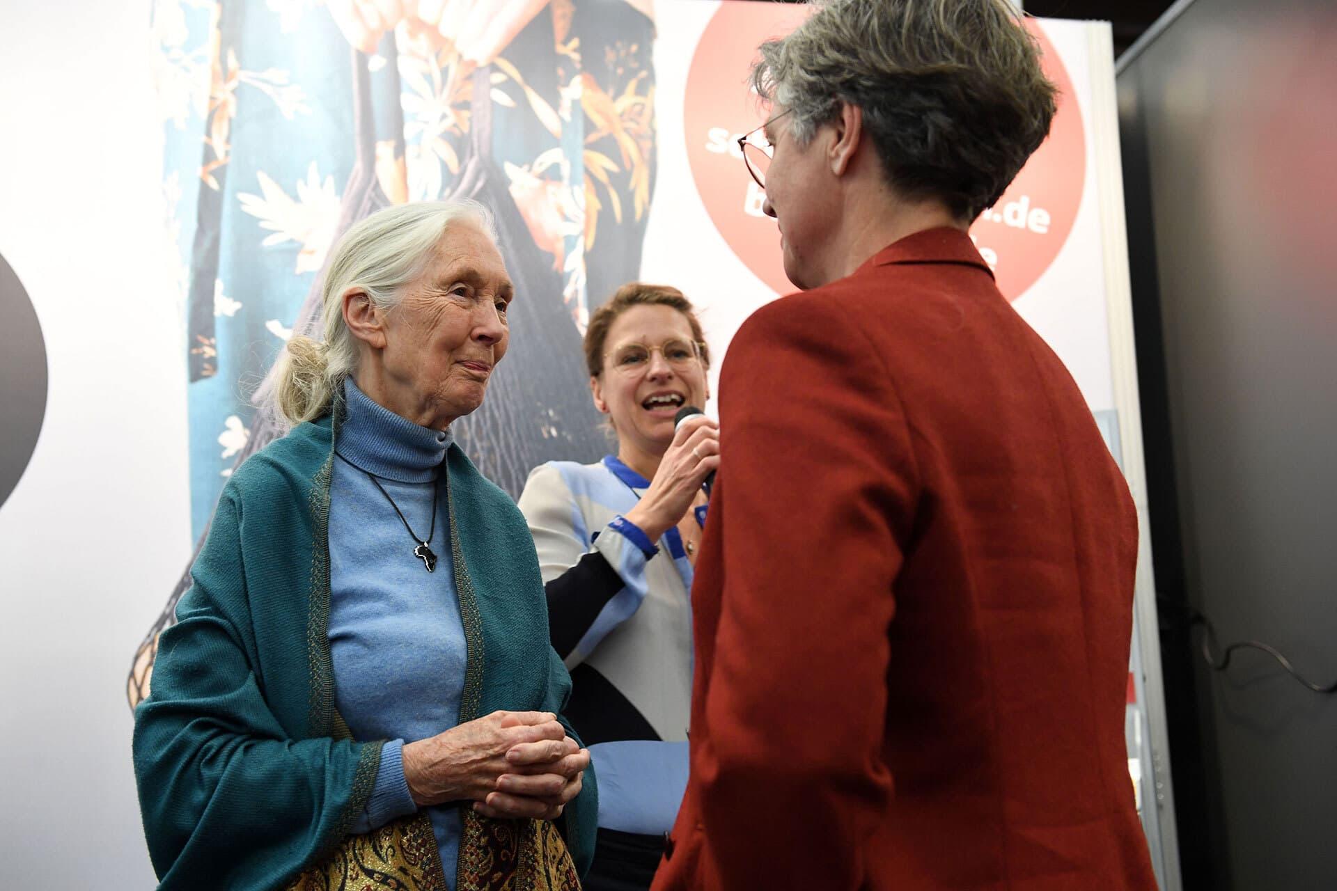 Sabine Kauffmann begrüßt Jane Goodall