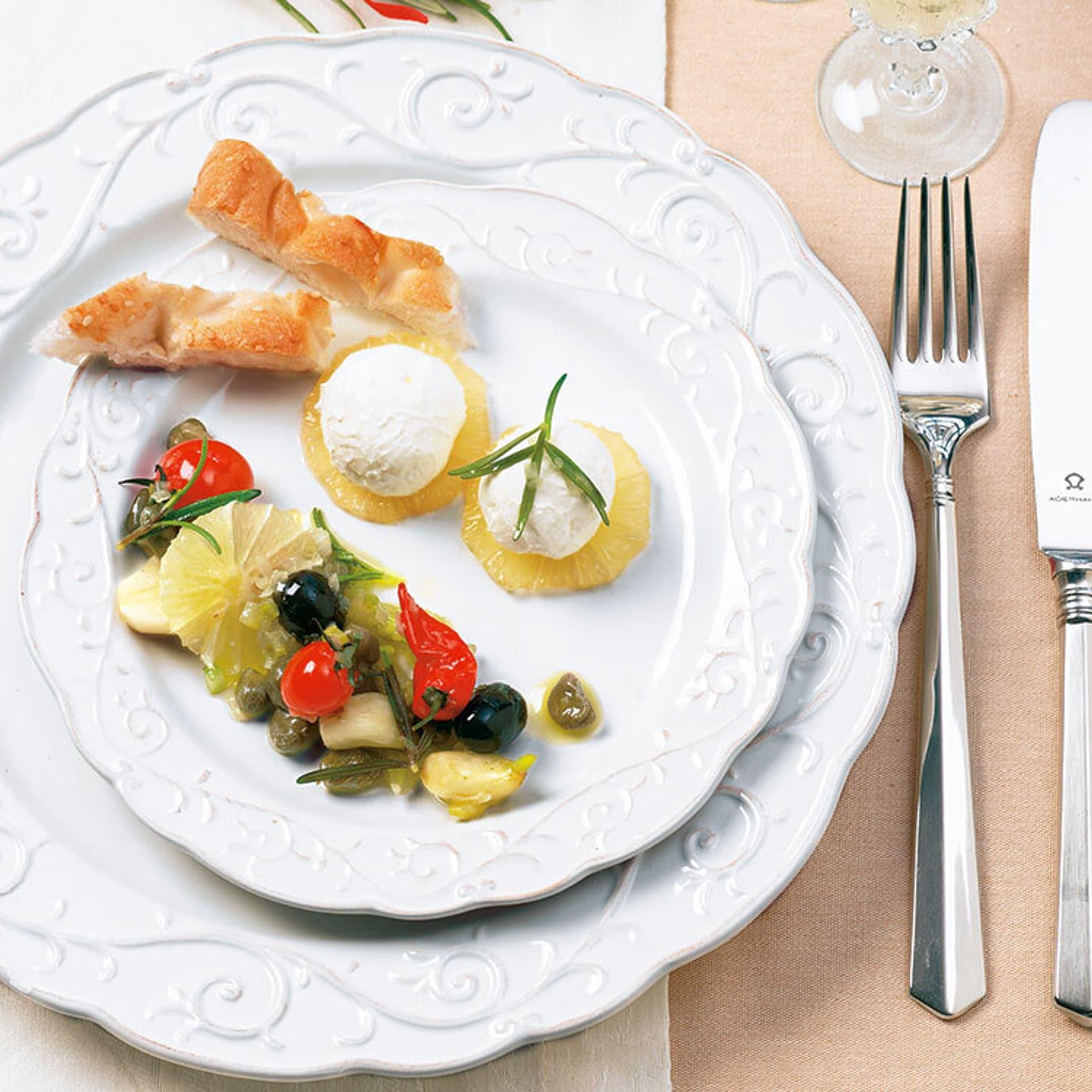 Joghurtbällchen  mit Oliven und Kapern