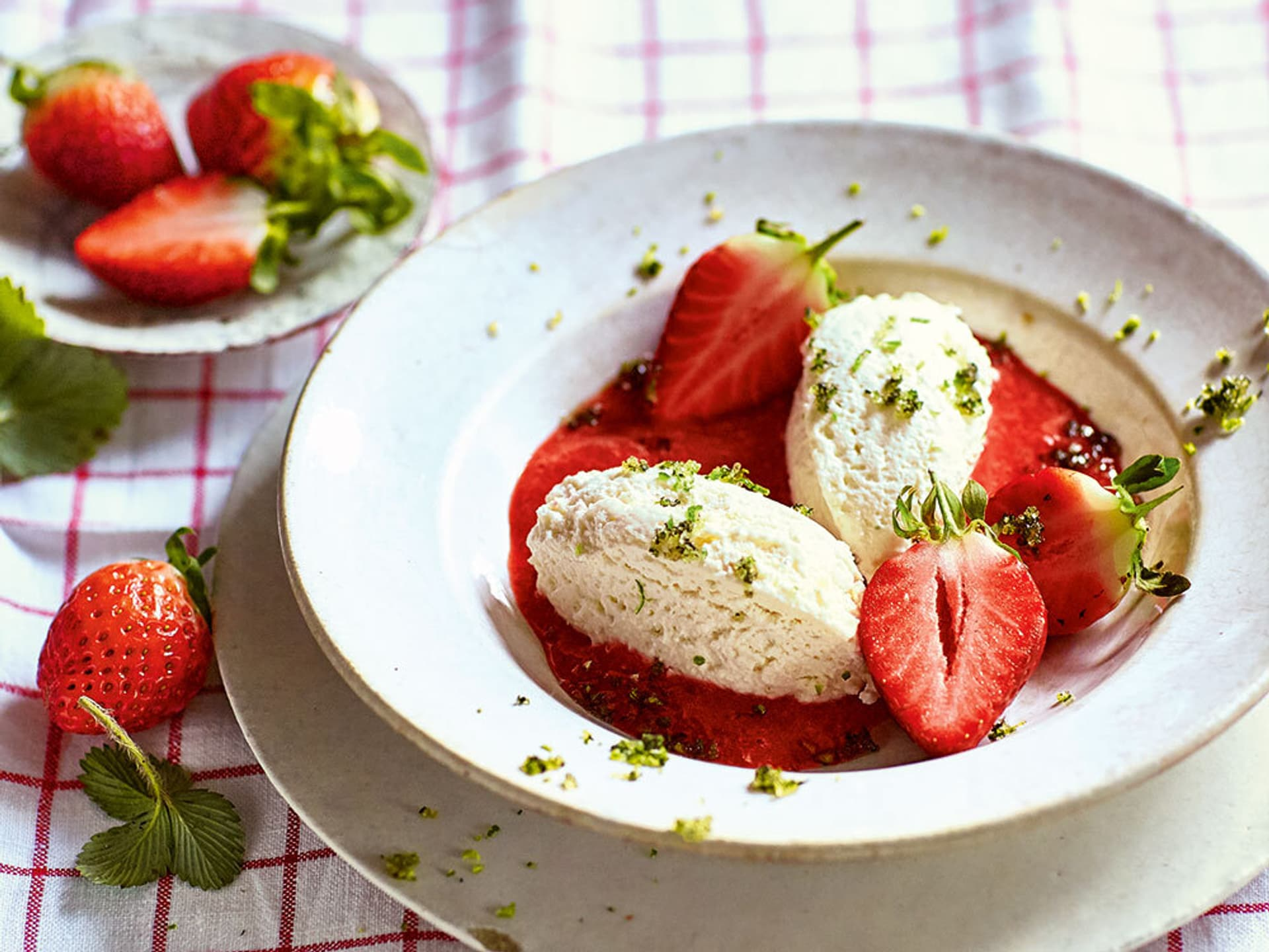 Joghurtschaum mit Erdbeeren
