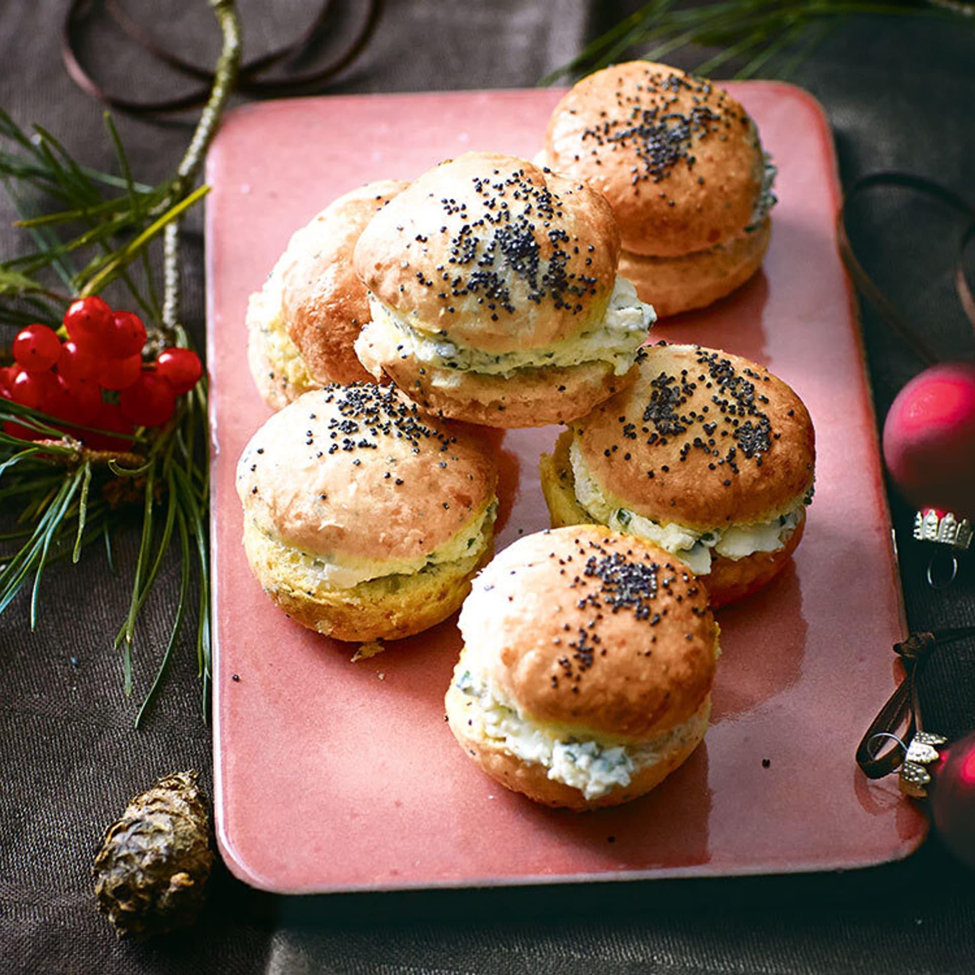 Käse-Mohn-Scones mit Schnittlauchcreme