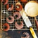 Kakao-Kipferl mit Schokostreifen