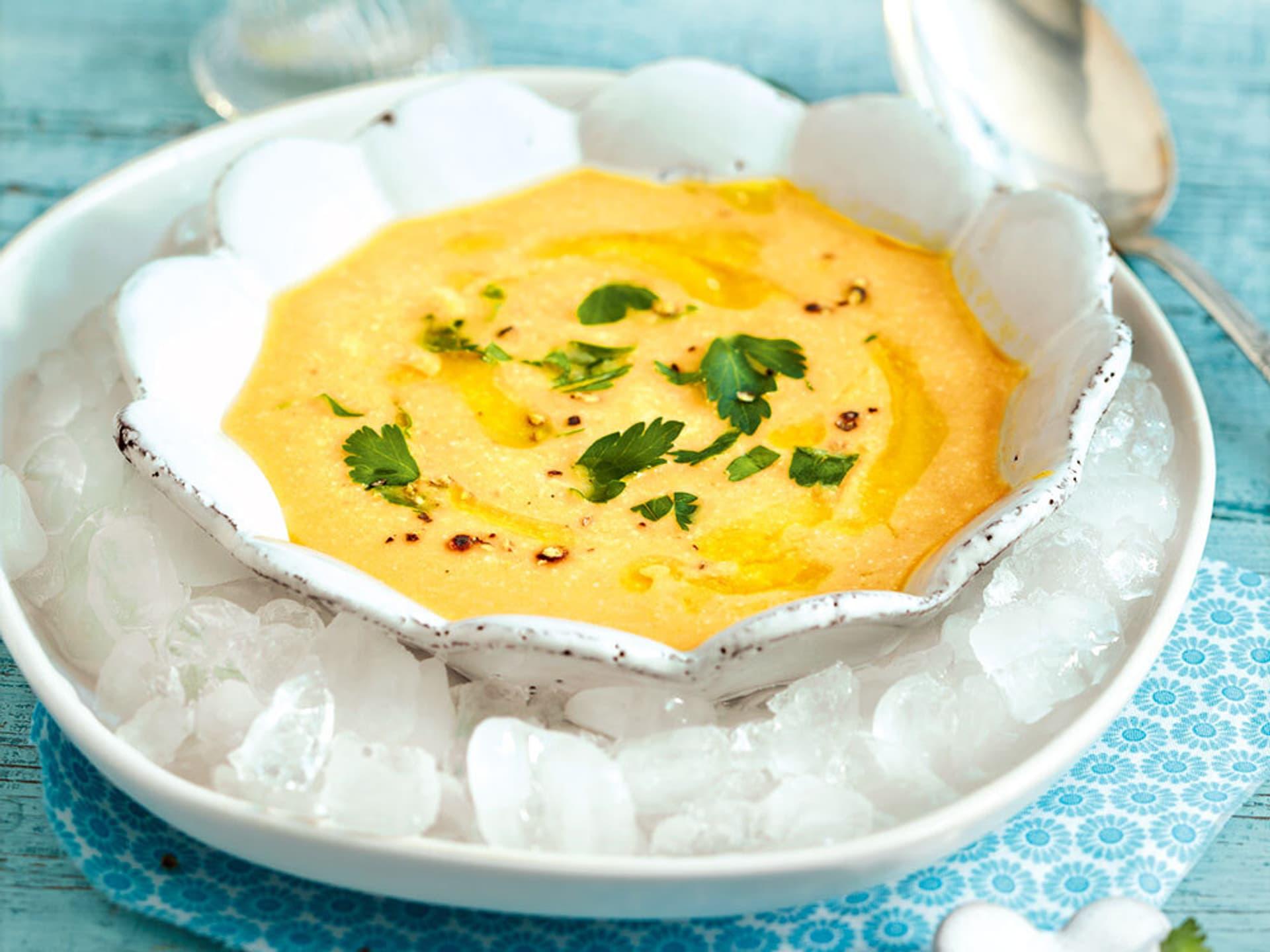 orangene Suppe mit Petersiliendeko