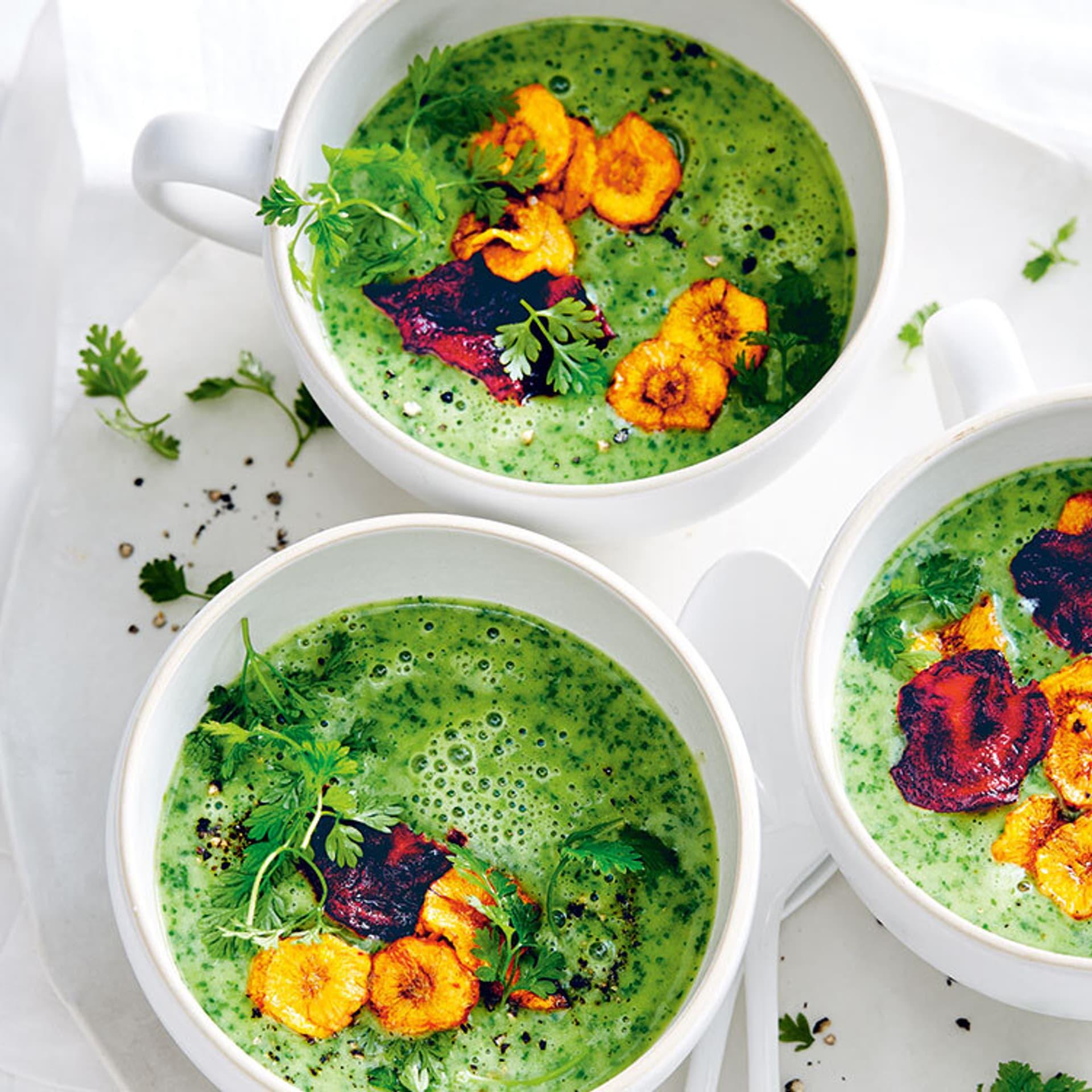 Kerbelsuppe mit Gemüsechips