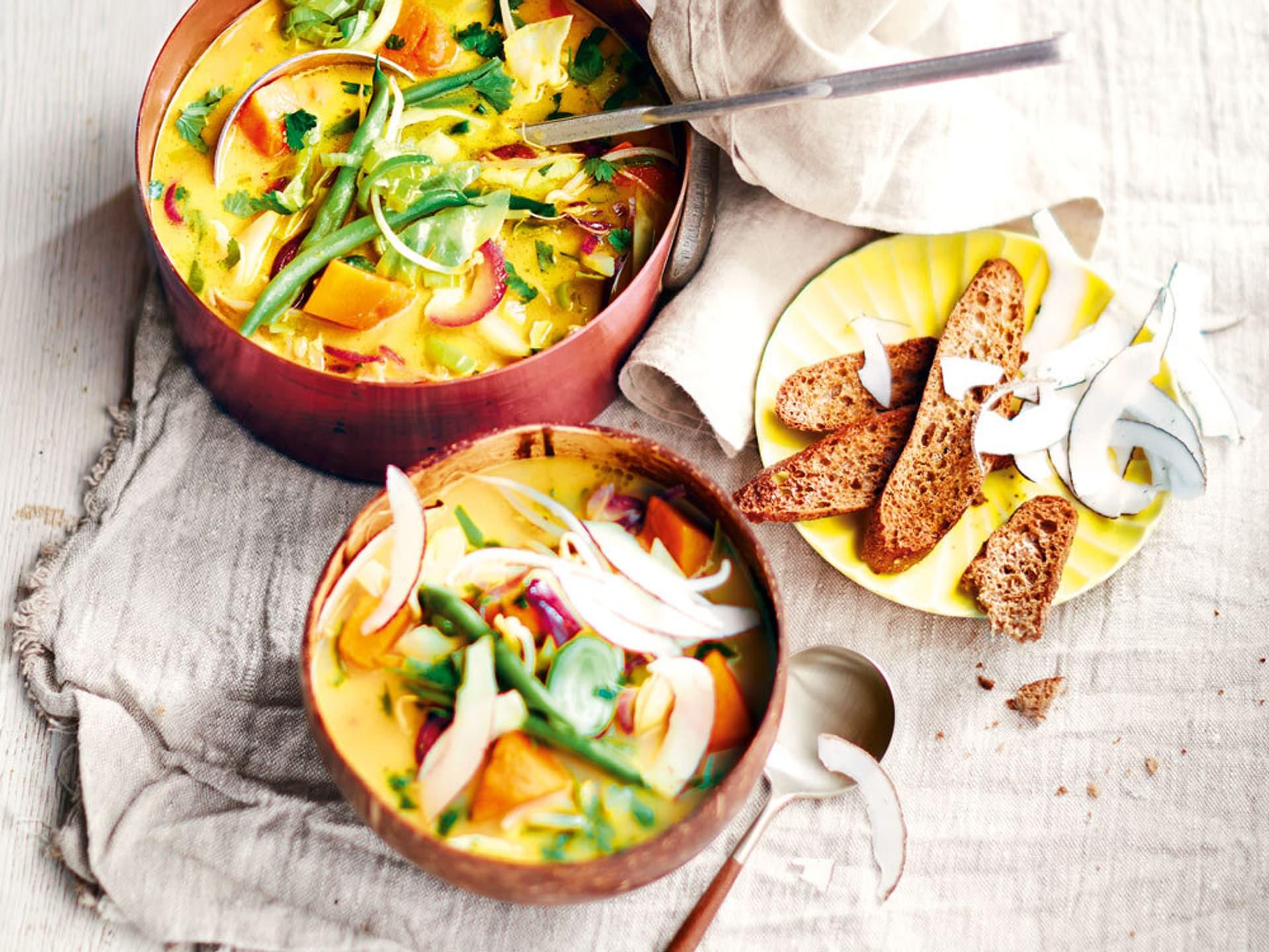 Kokossuppe mit Fladenbrotchips