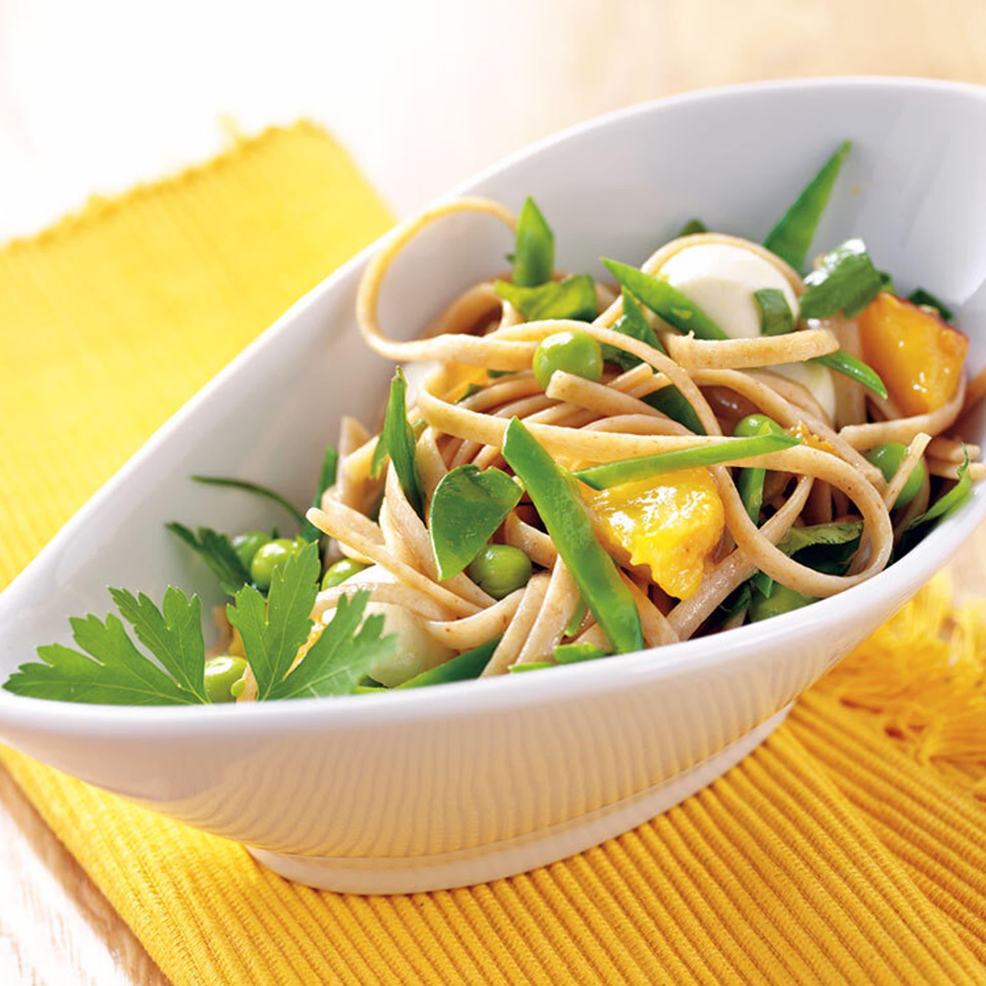Linguine mit erbsen mozzarella und pfirsichen