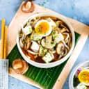 Misosuppe mit Sprossen und Ei