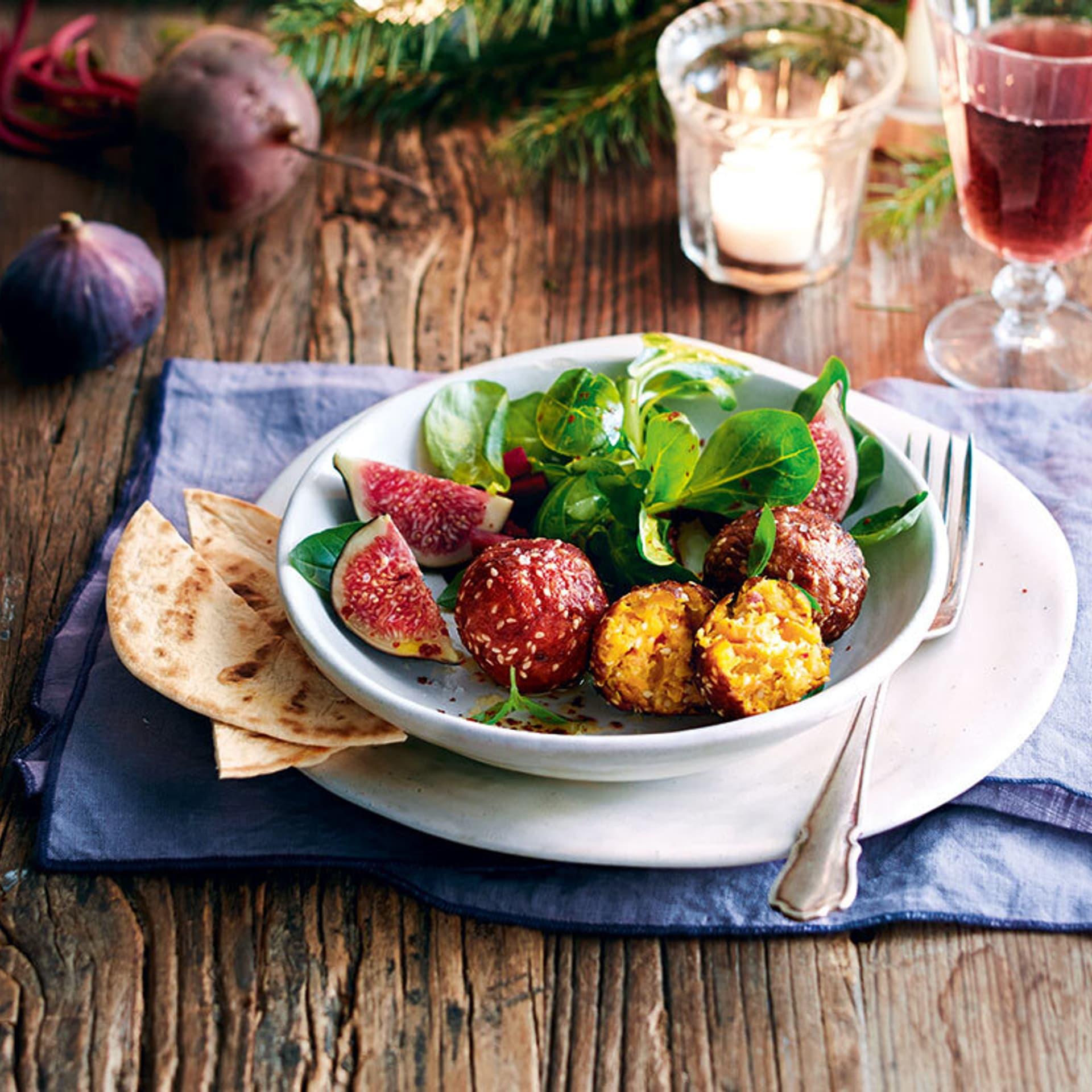 Möhrenfalafel mit Feldsalat