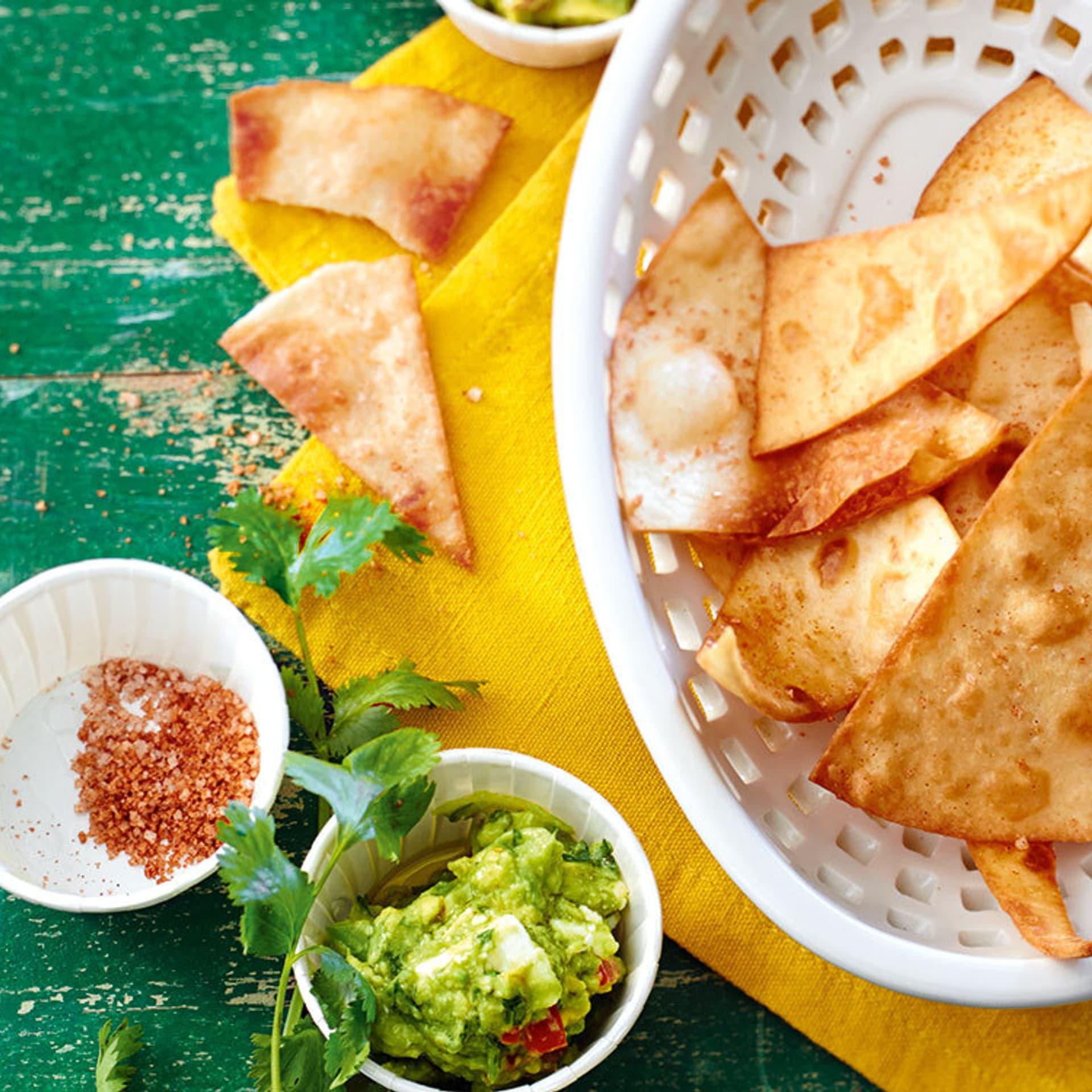 Nachos mit Avocado-Feta-Dip
