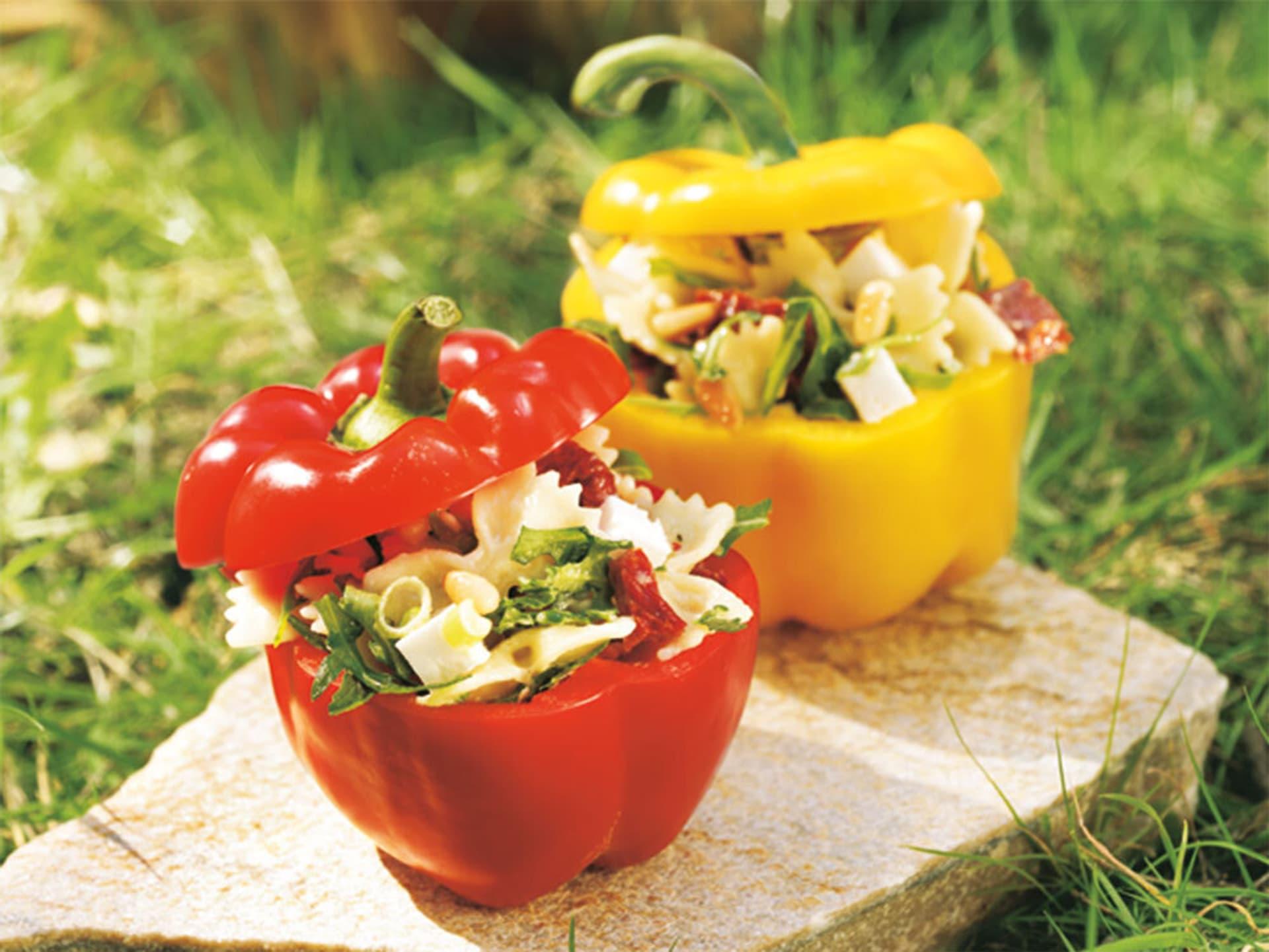 Nudelsalat in der Paprika