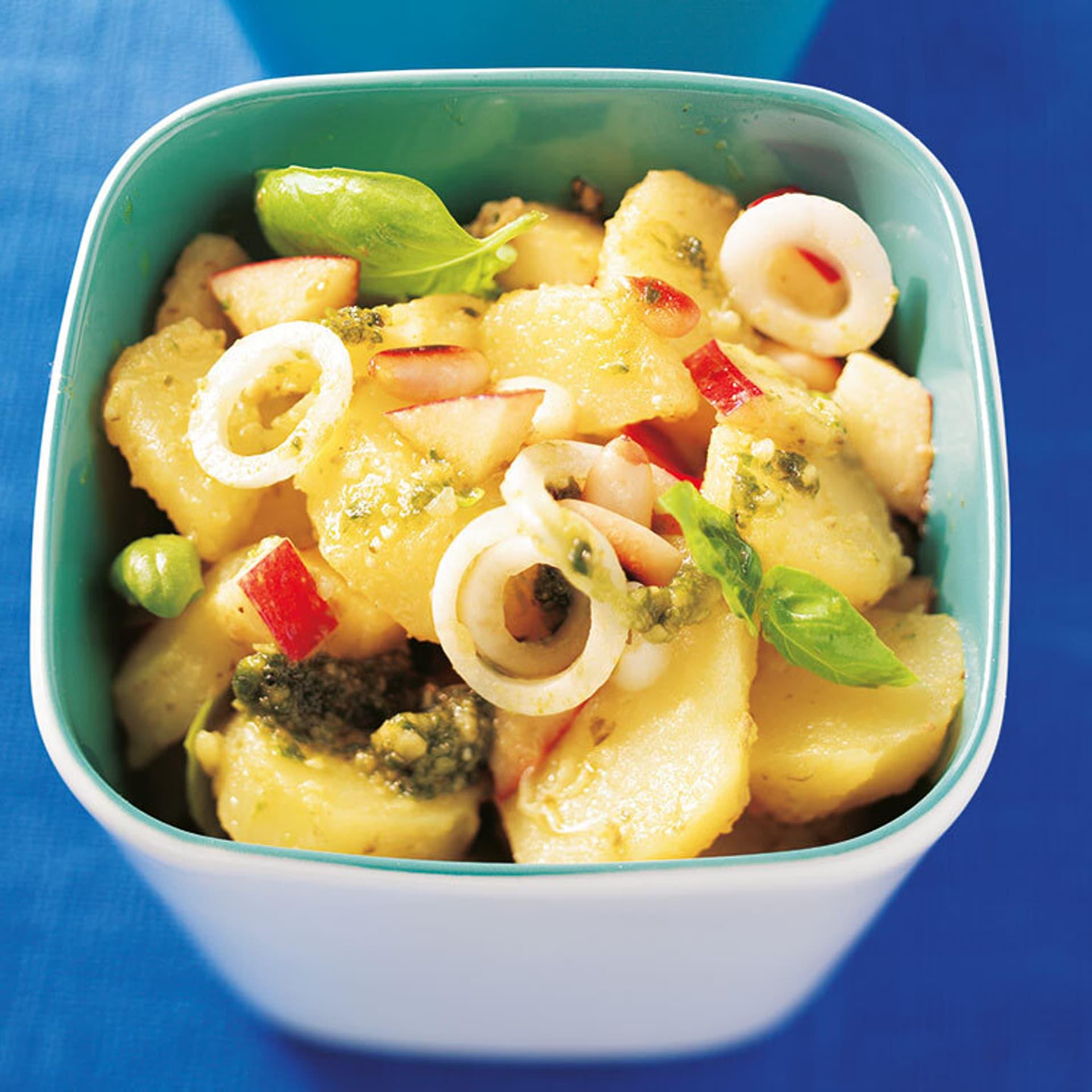 Nussiger kartoffelsalat mit pesto