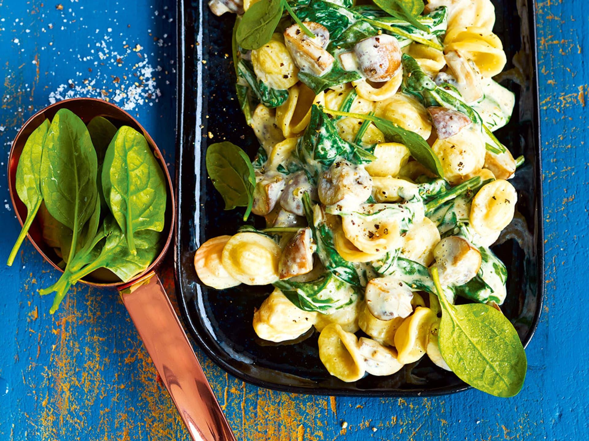 Orecchiette mit spinat und champignons