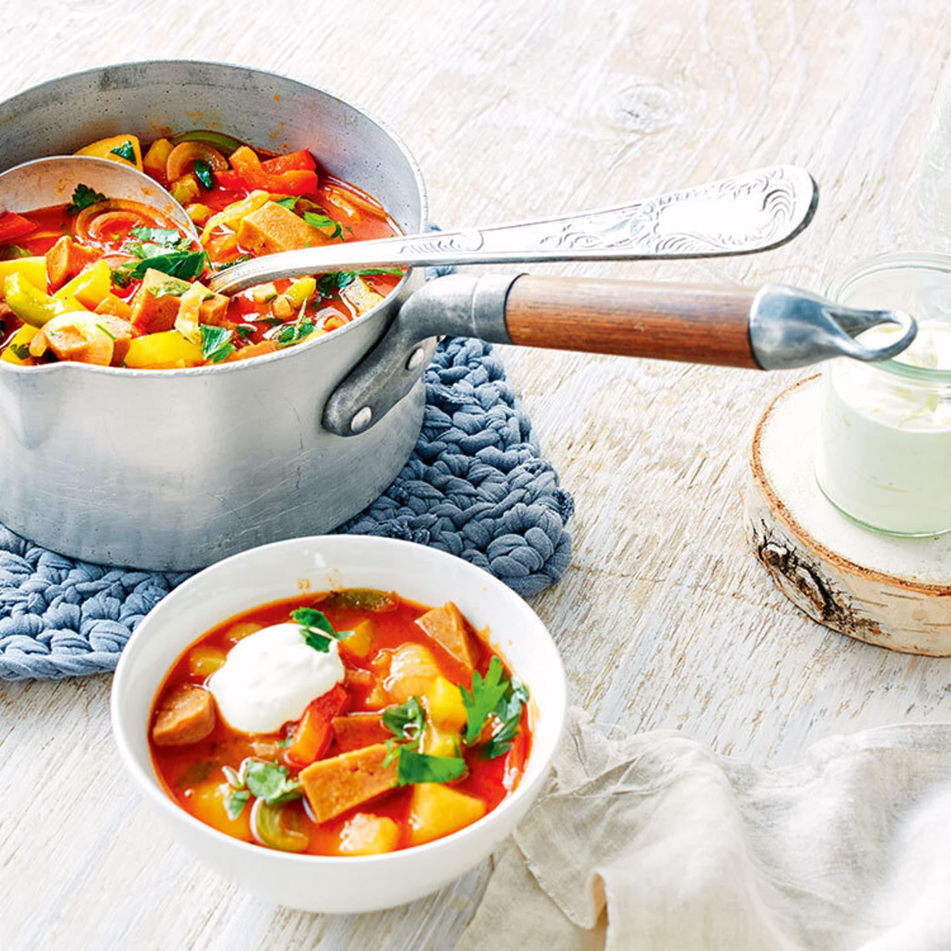 Paprika-Seitan-Kartoffelgulasch