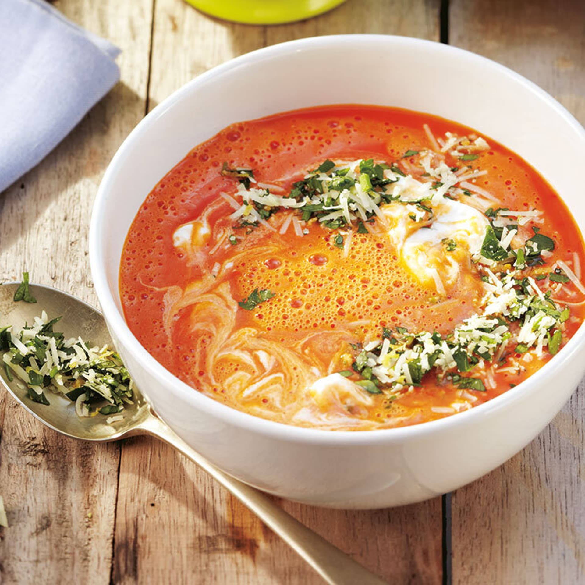 Ein Schälchen mit Suppe