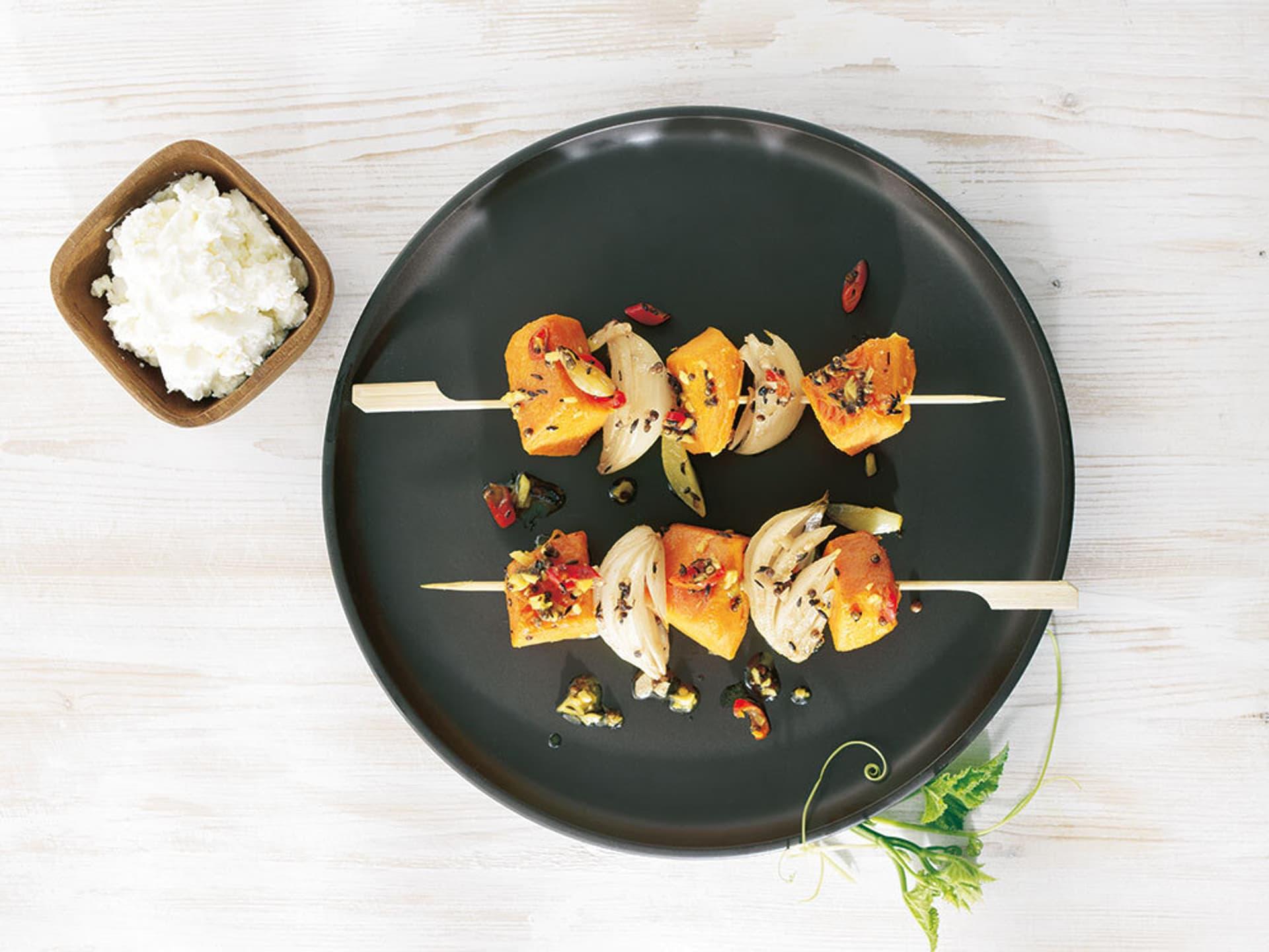 Teller mit Gemüsespießen